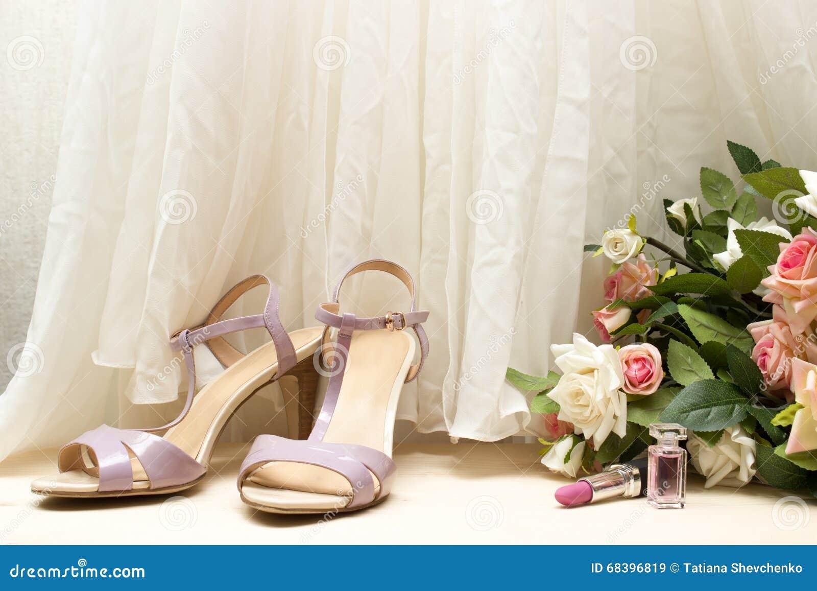 Bouquet Le De Sur MariageChaussures Rose Plancher Et Accessoires wk8OPn0