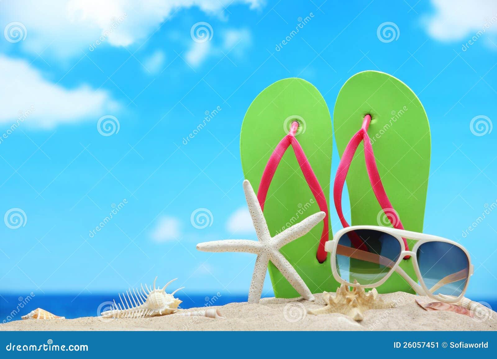 accessoires de plage image stock image du ciel vacances 26057451. Black Bedroom Furniture Sets. Home Design Ideas