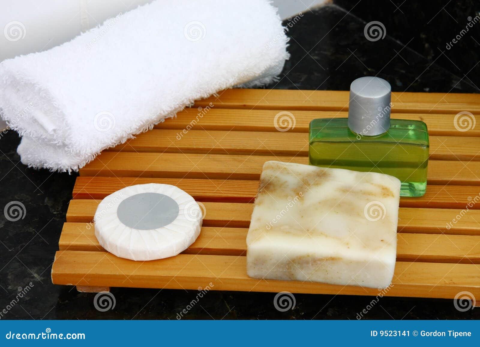 Accessoires de salle de bains d'hôtel image stock   image: 9523141