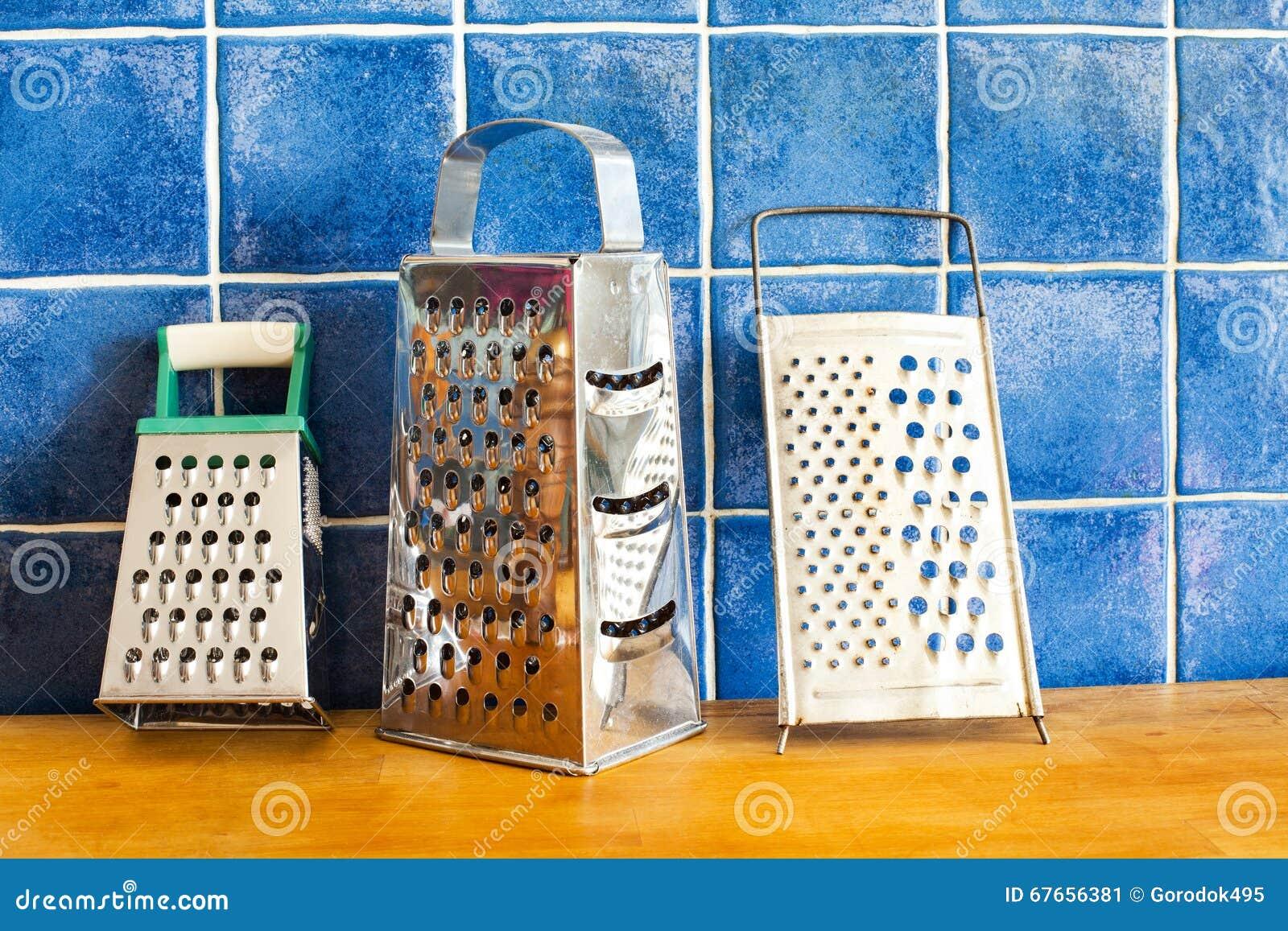 Accessoires De Vaisselle De Cuisine Râpes D\'acier Inoxydable Sur Le ...