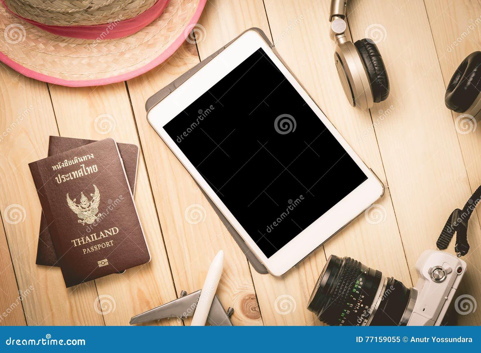 Accessoires de voyage de vacances d été avec le comprimé vide