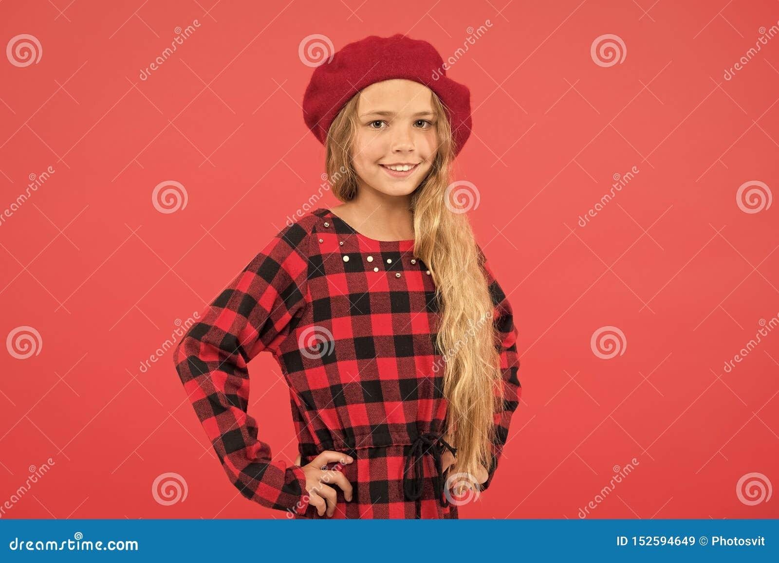 Accessorio alla moda del berretto per la femmina Ispirazione di stile del berretto Berretto di usura come la ragazza di modo Picc