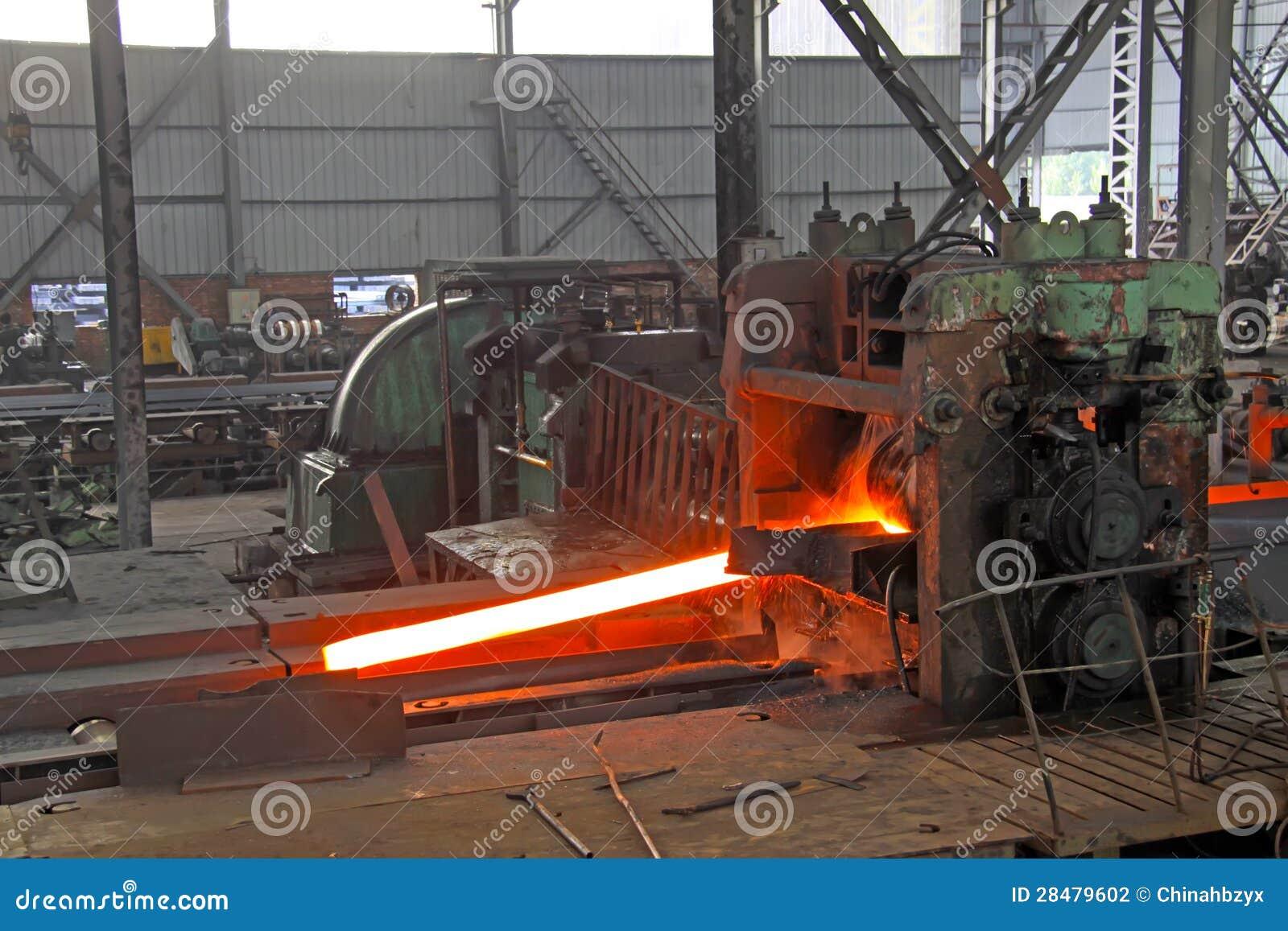 Acciaio non uguale di angolo di lati in una linea di produzione