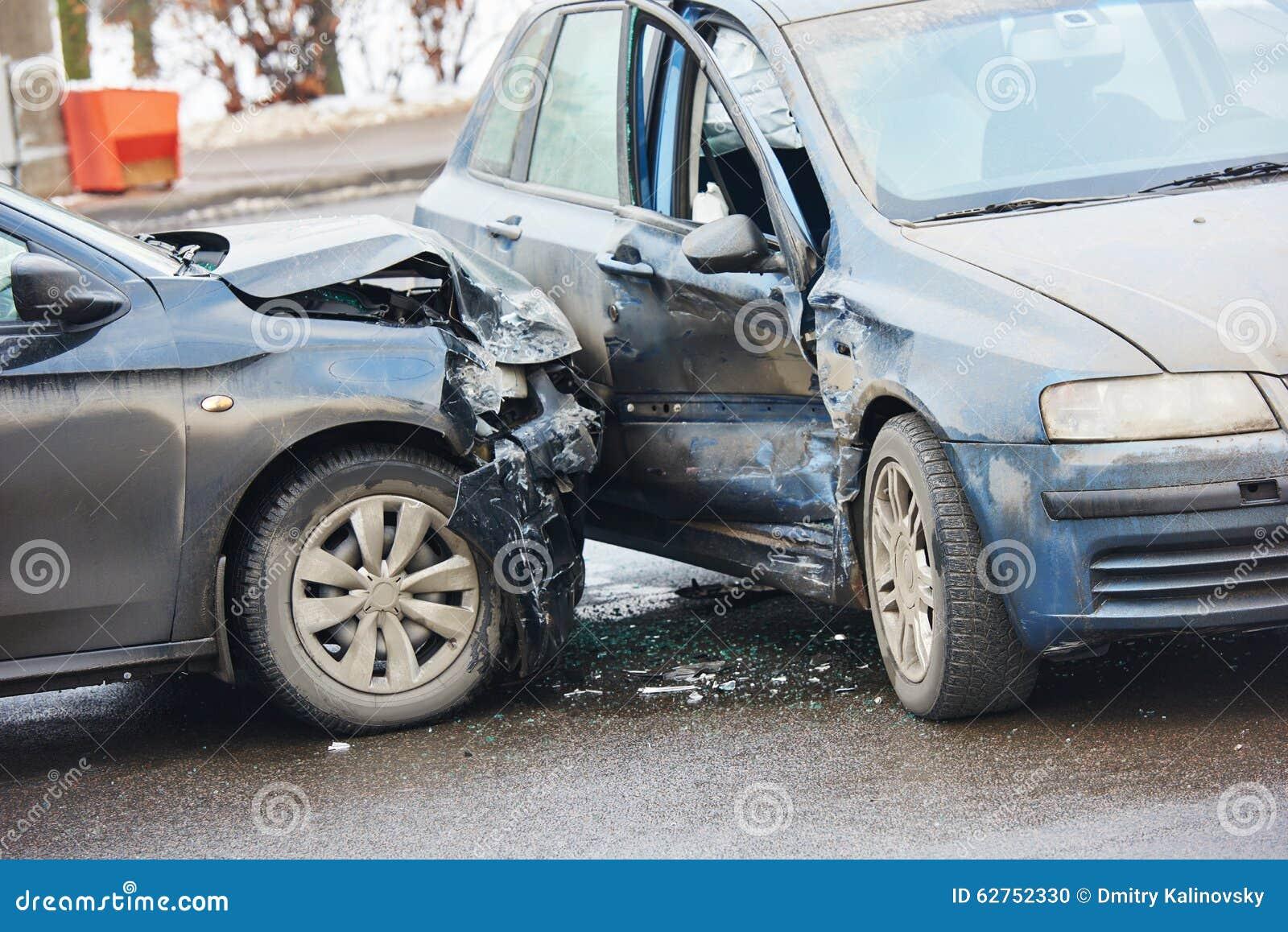 Accident d accident de voiture sur la rue