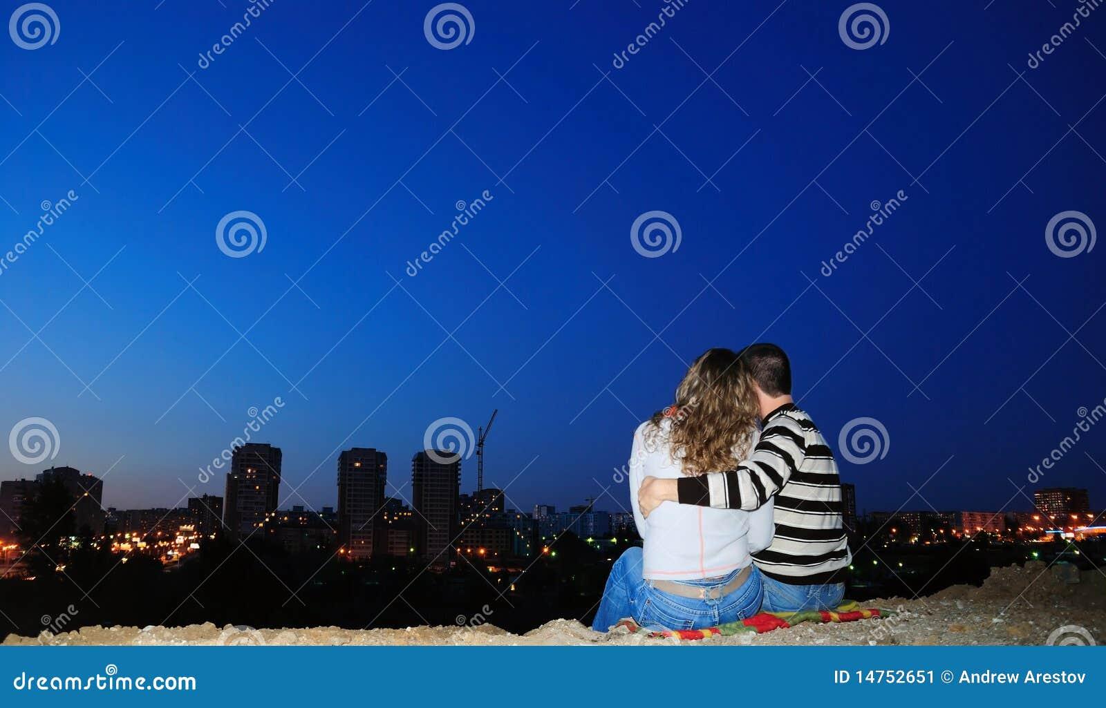 Accoppiamenti Enamoured in una città di notte