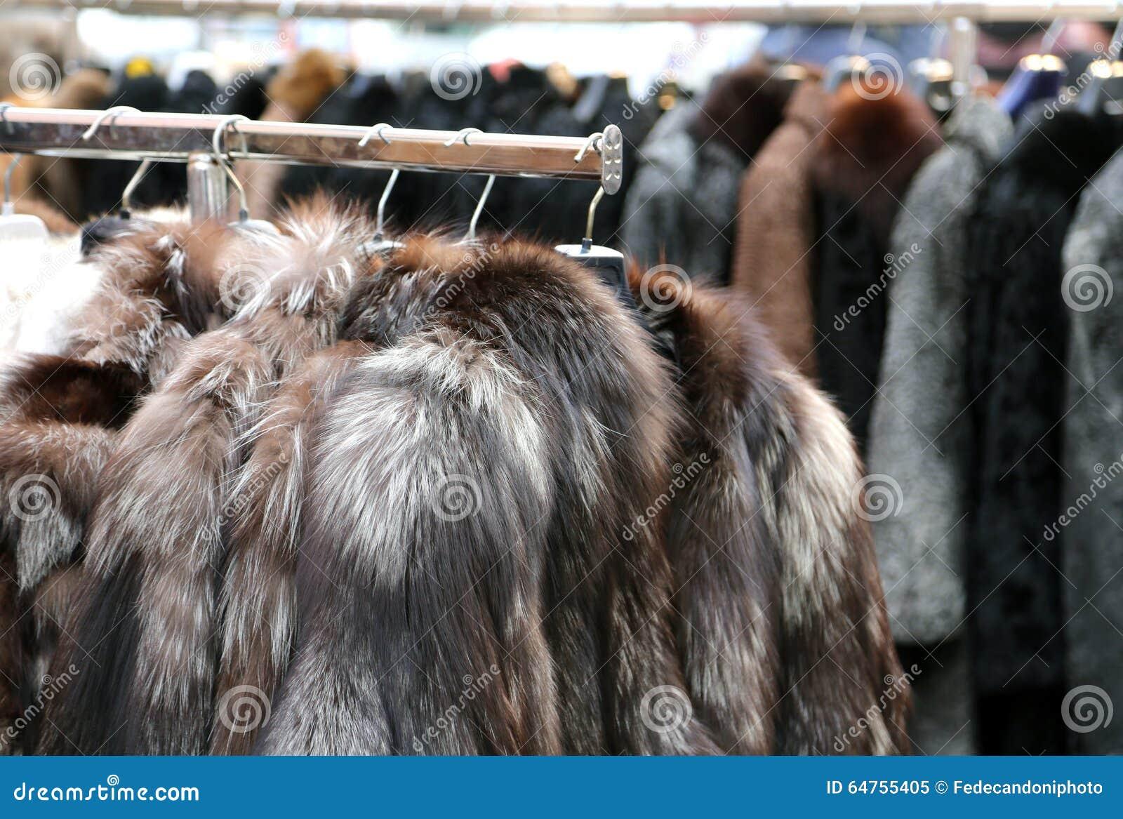 accrocher de manteau de fourrure de vestes et v tements d. Black Bedroom Furniture Sets. Home Design Ideas