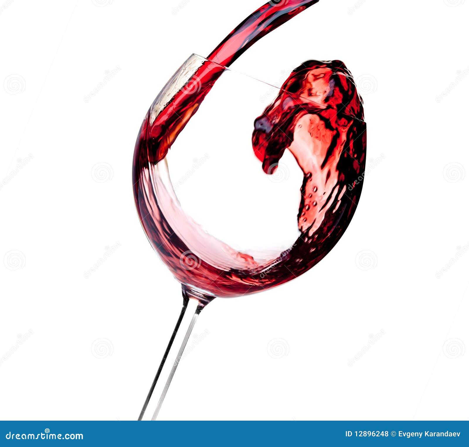 Accumulazione del vino - il vino rosso è versato in un vetro