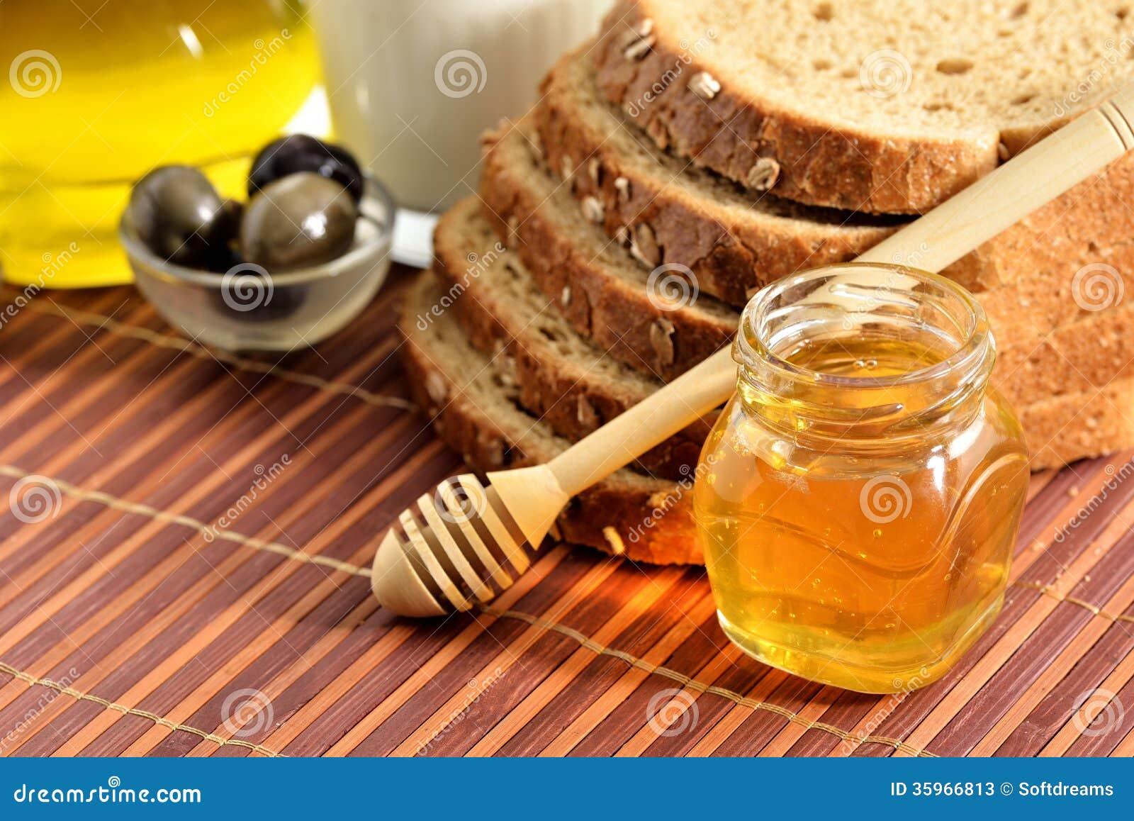 Aceite de oliva, pan, ajo