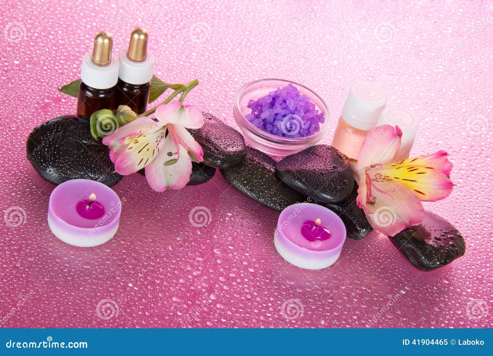 Aceite, sal, velas, piedras y flor aromáticos