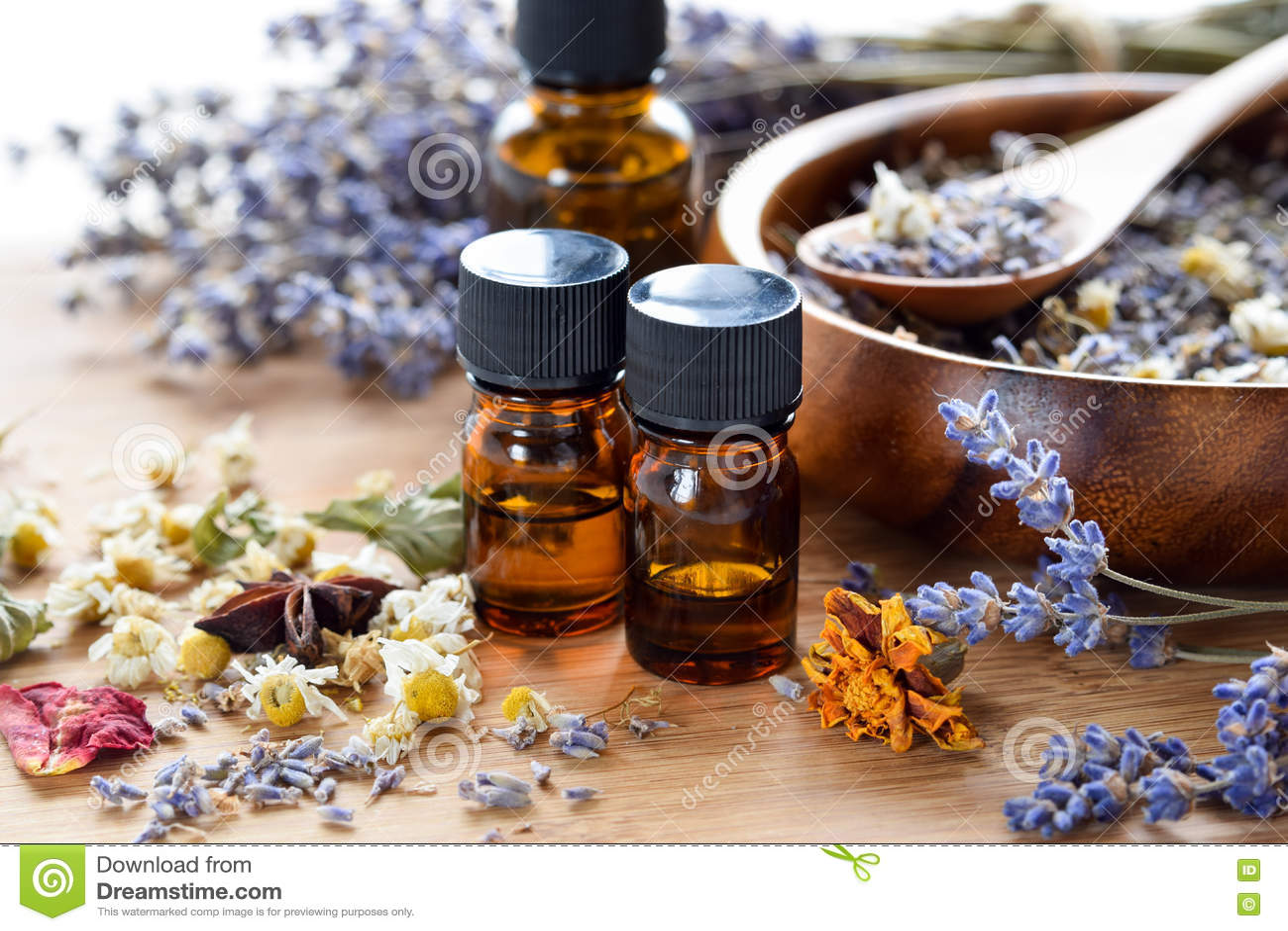 Aceites esenciales con las hierbas secadas
