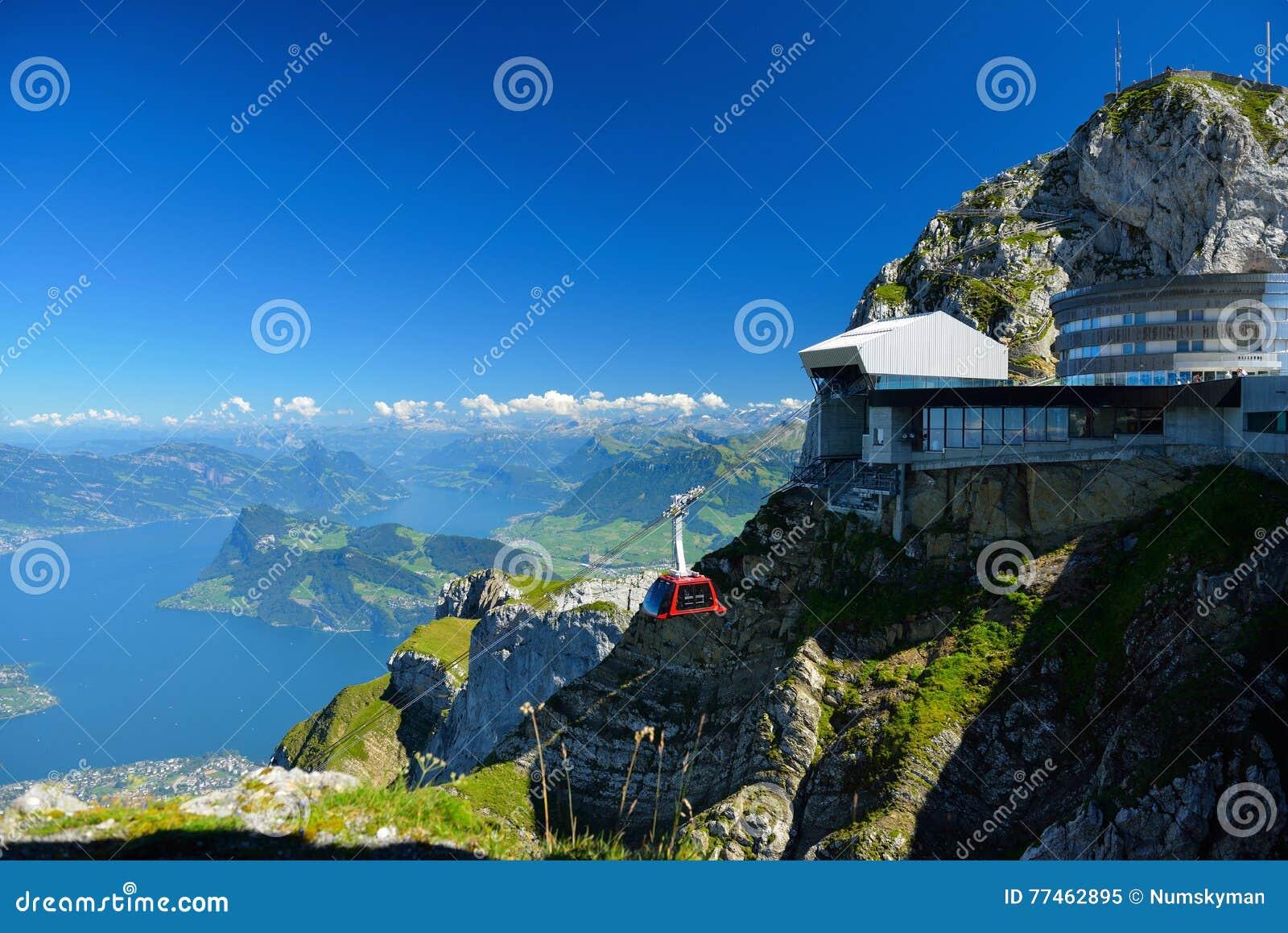 Acercamiento al top de la montaña de Pilatus de Lucerna, S del teleférico