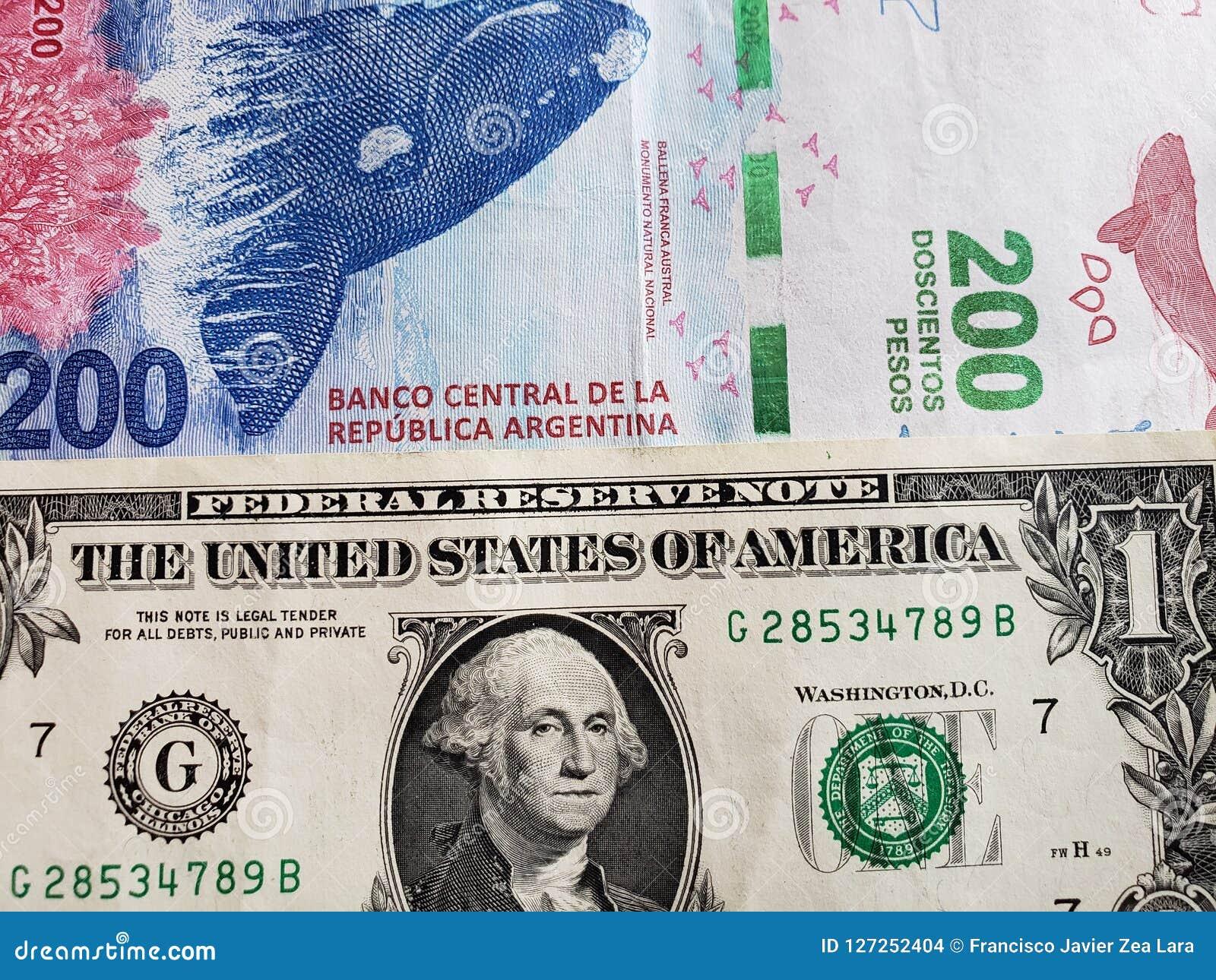 acerq%C3%BAese-un-billete-de-banco-argentino-pesos-y-d%C3%B3lar-fondo-textura-americanos-127252404