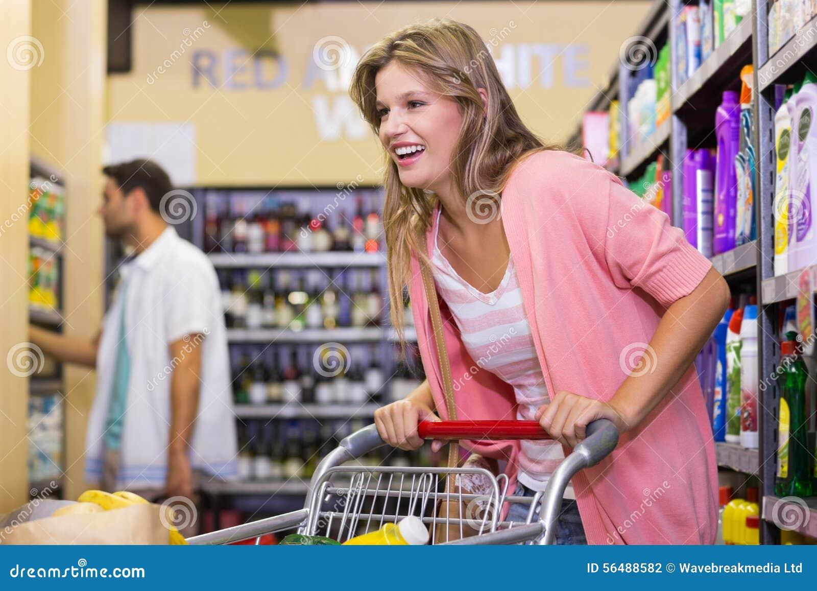 Achat blond de sourire de femme produits