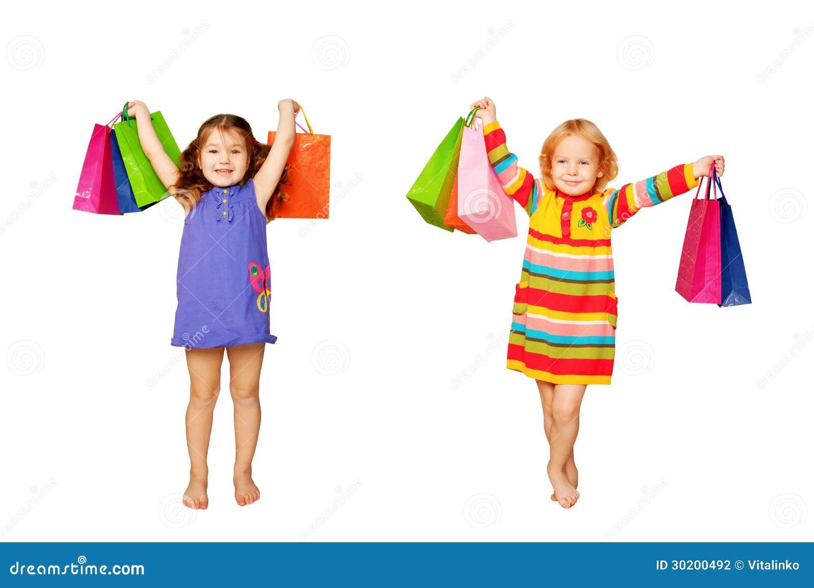 Achat d enfants. Deux petites filles avec leurs achats et cadeaux.