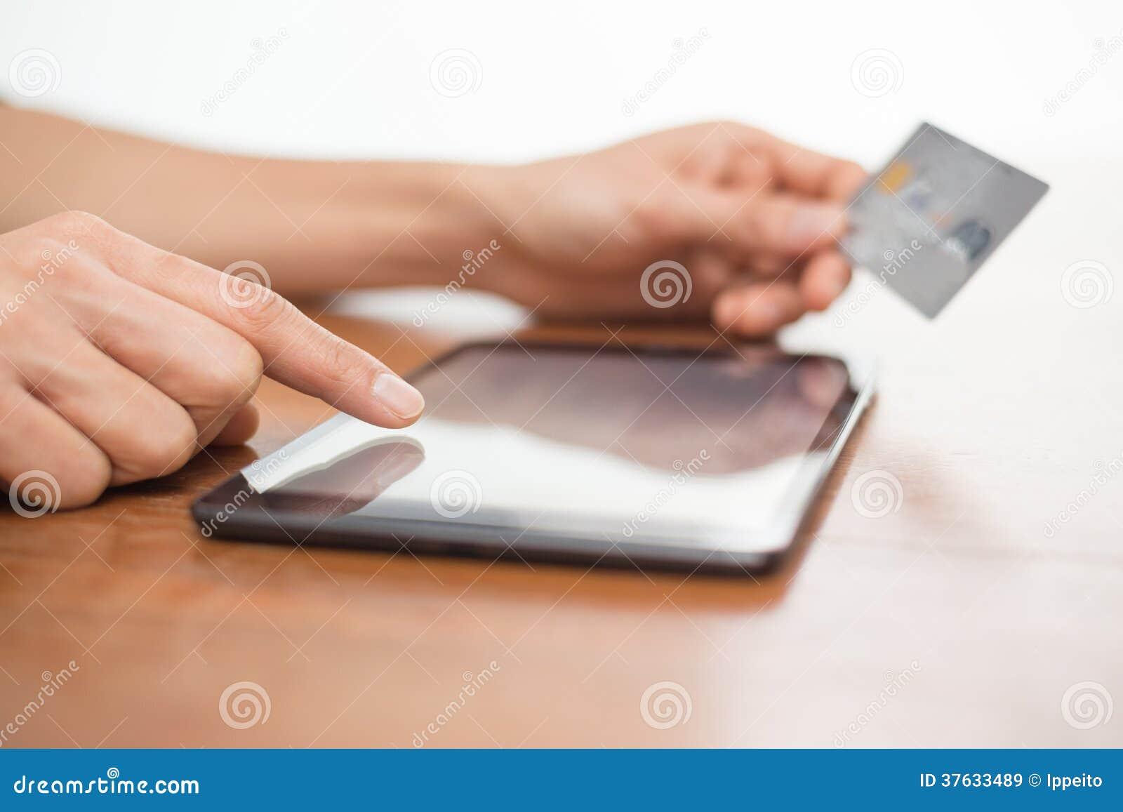 Achats en ligne utilisant un comprimé numérique