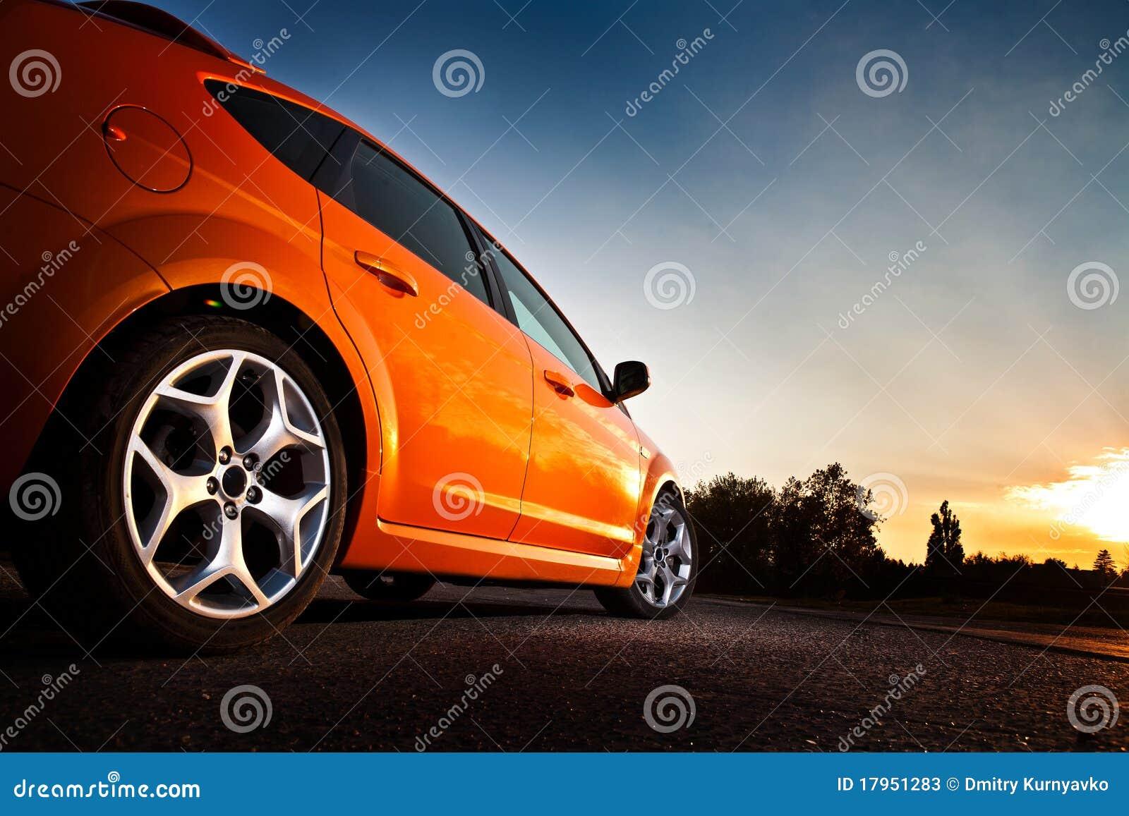 Achter-zij mening van een luxeauto