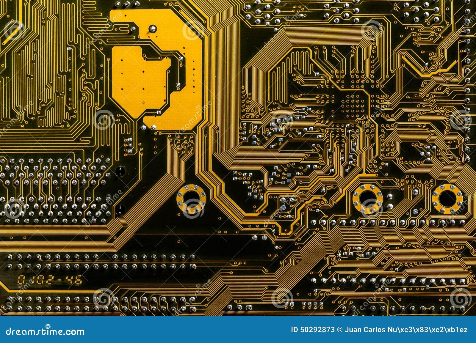Achtereind gele motherboard