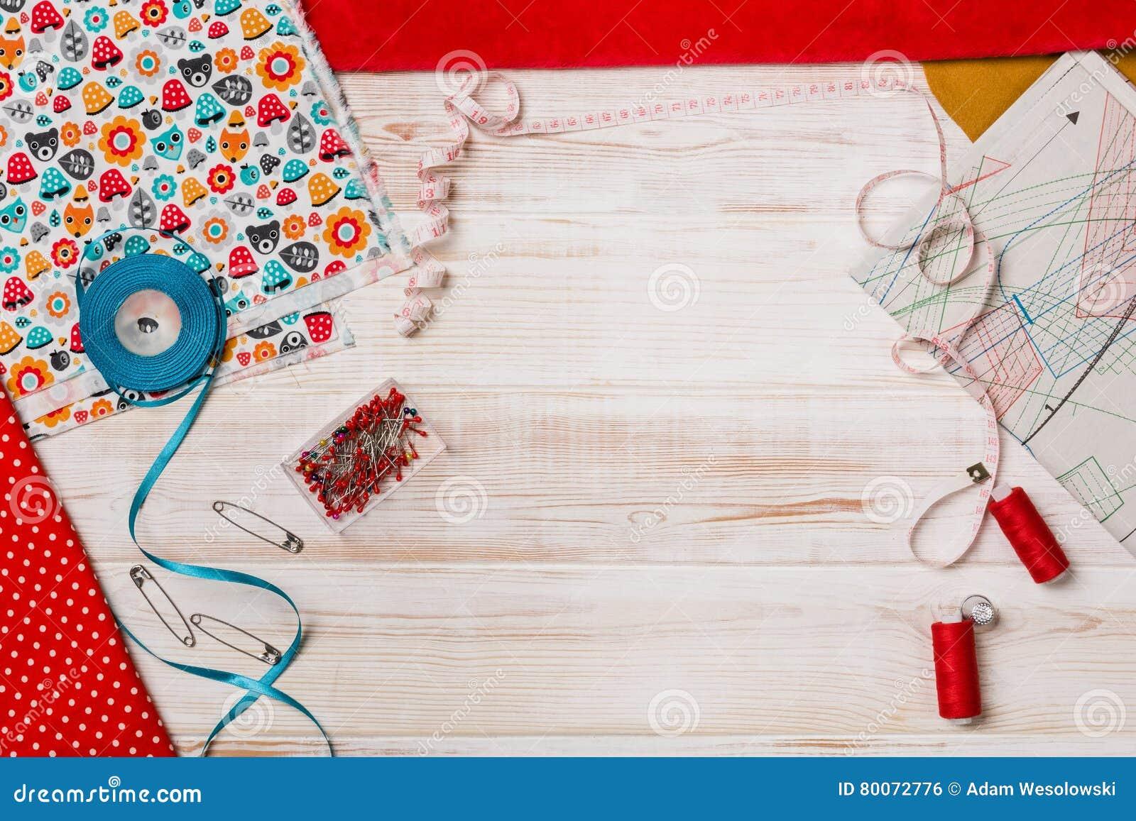 Achtergrond met het naaien van of het breien van hulpmiddelen en toebehoren