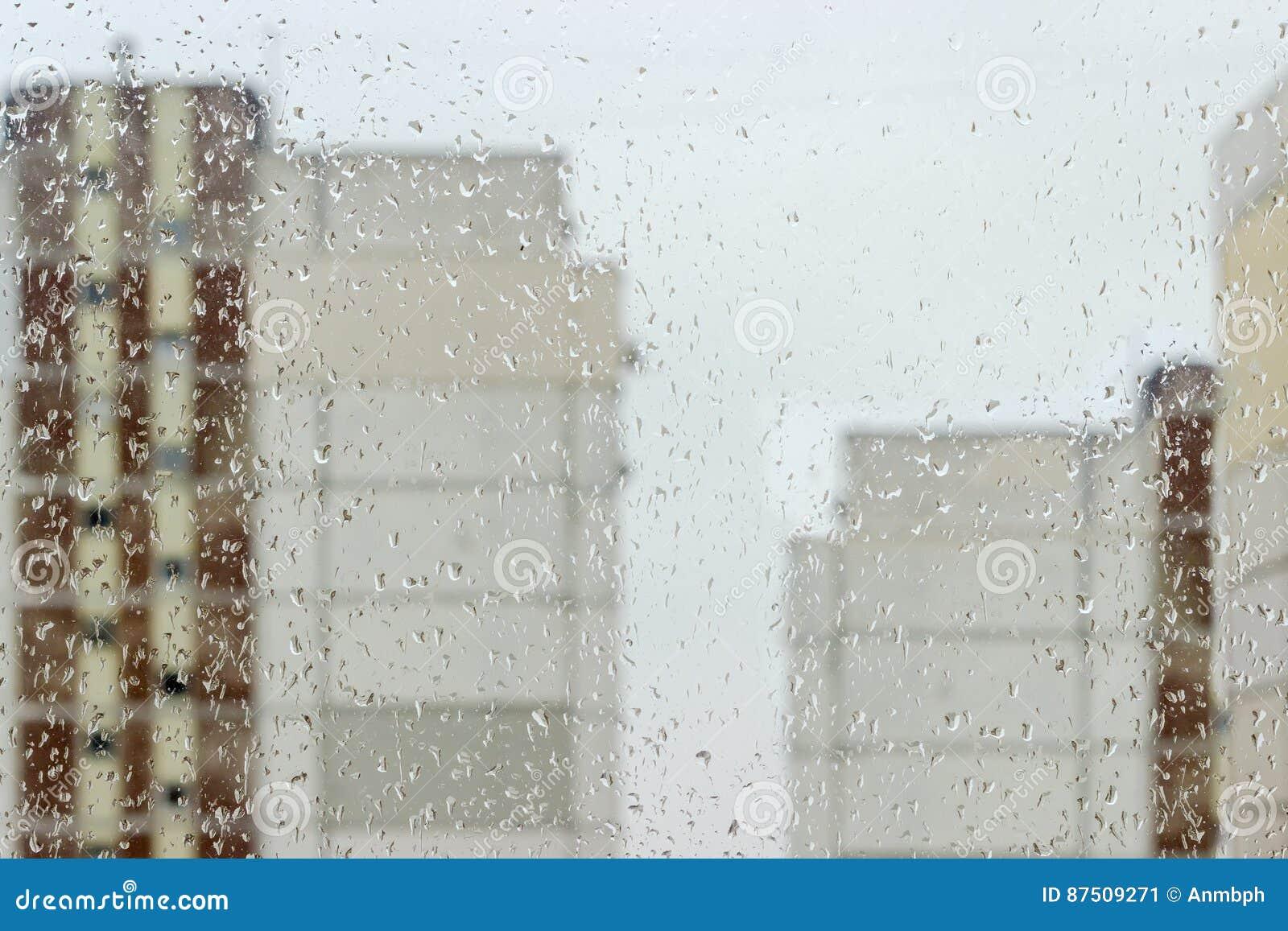 Achtergrond van de ruit tijdens een regen