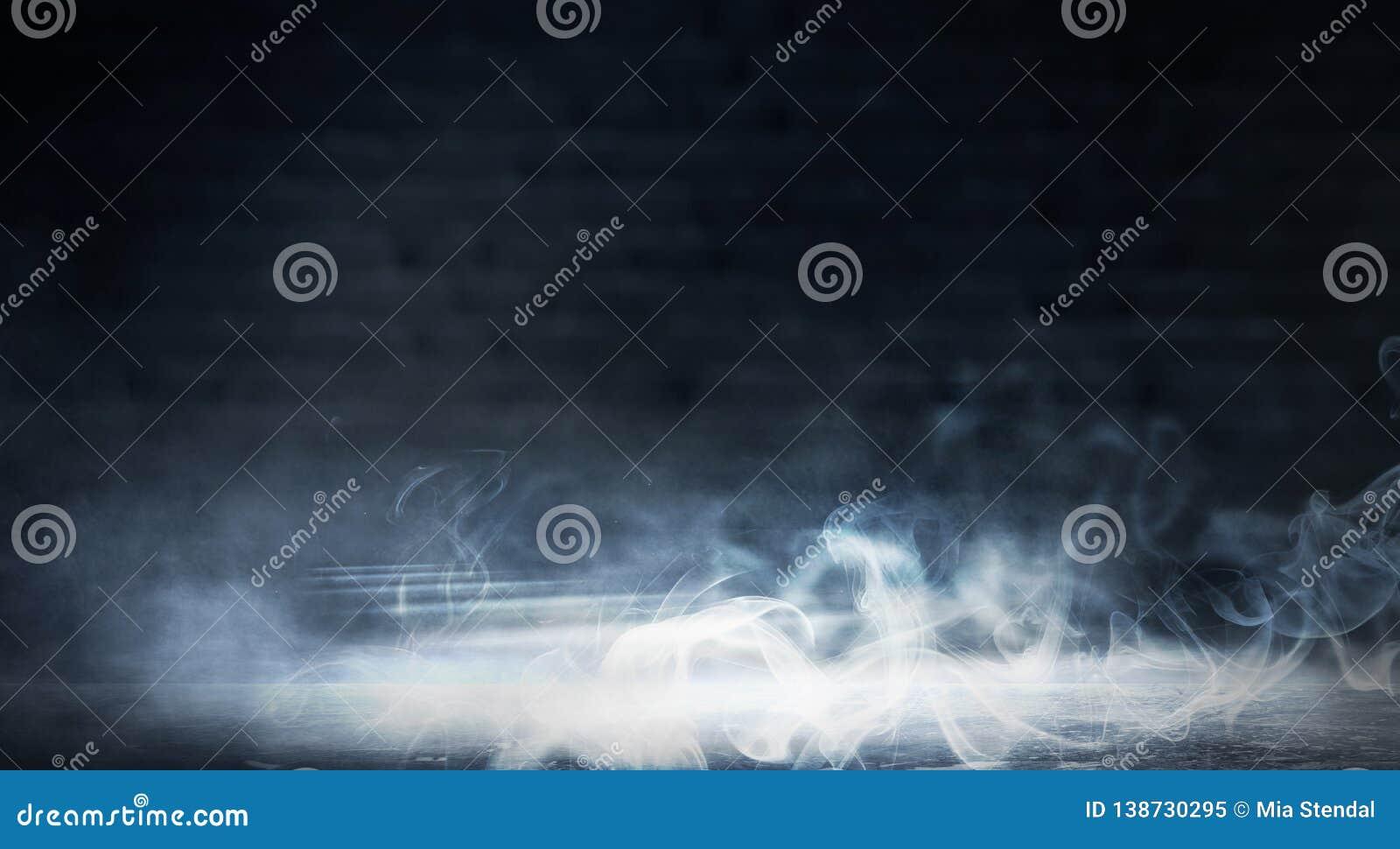 Achtergrond van een lege donker-zwarte ruimte Lege bakstenen muren, lichten, rook, gloed, stralen