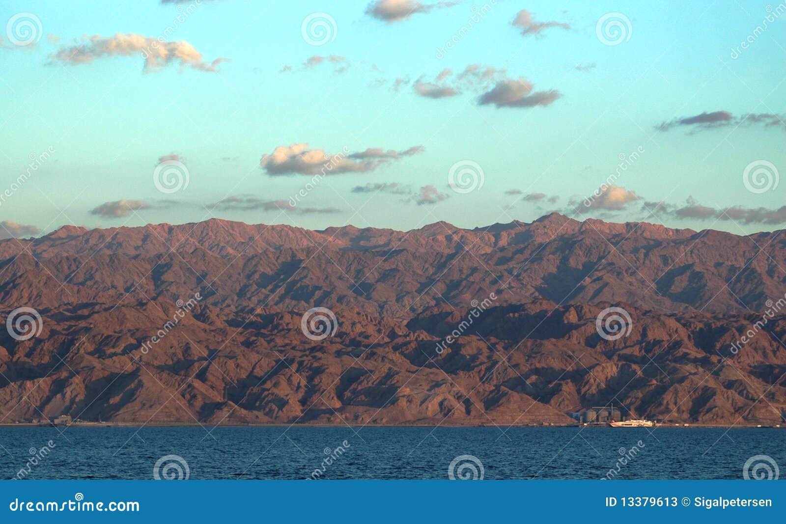 Achtergrond van het rode overzees