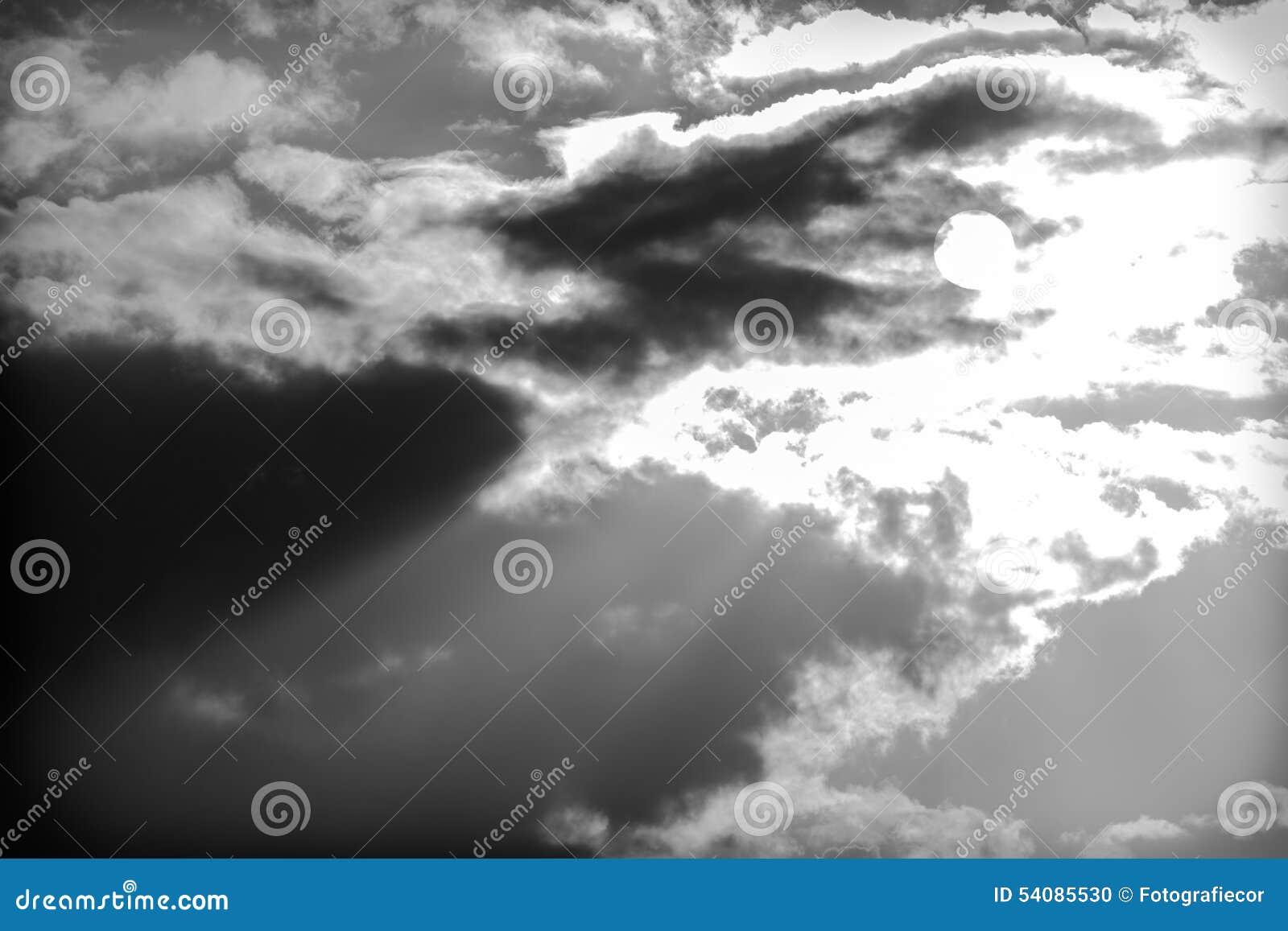 Achtergrond van onweerswolken na een onweersbui