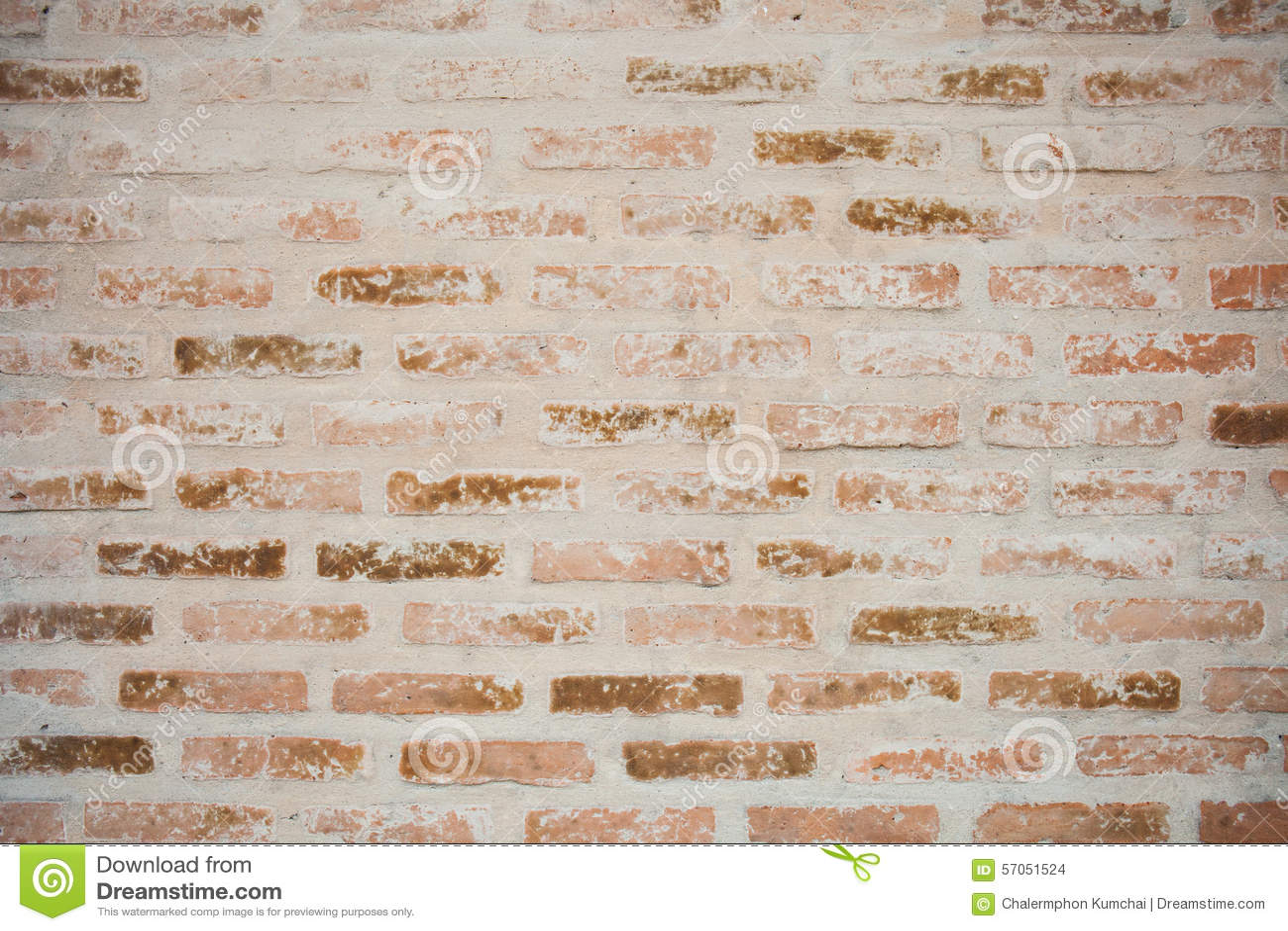 Achtergrond van oude uitstekende vuile bakstenen muur