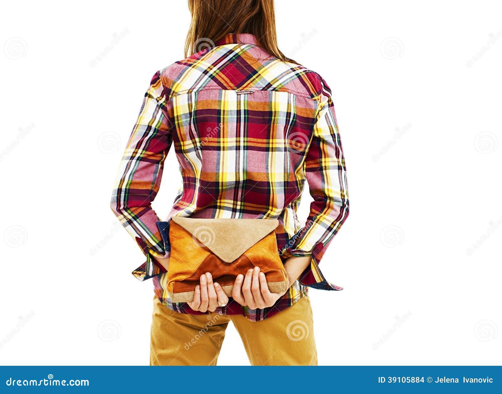 Achtermening die van vrouw handtassen houden