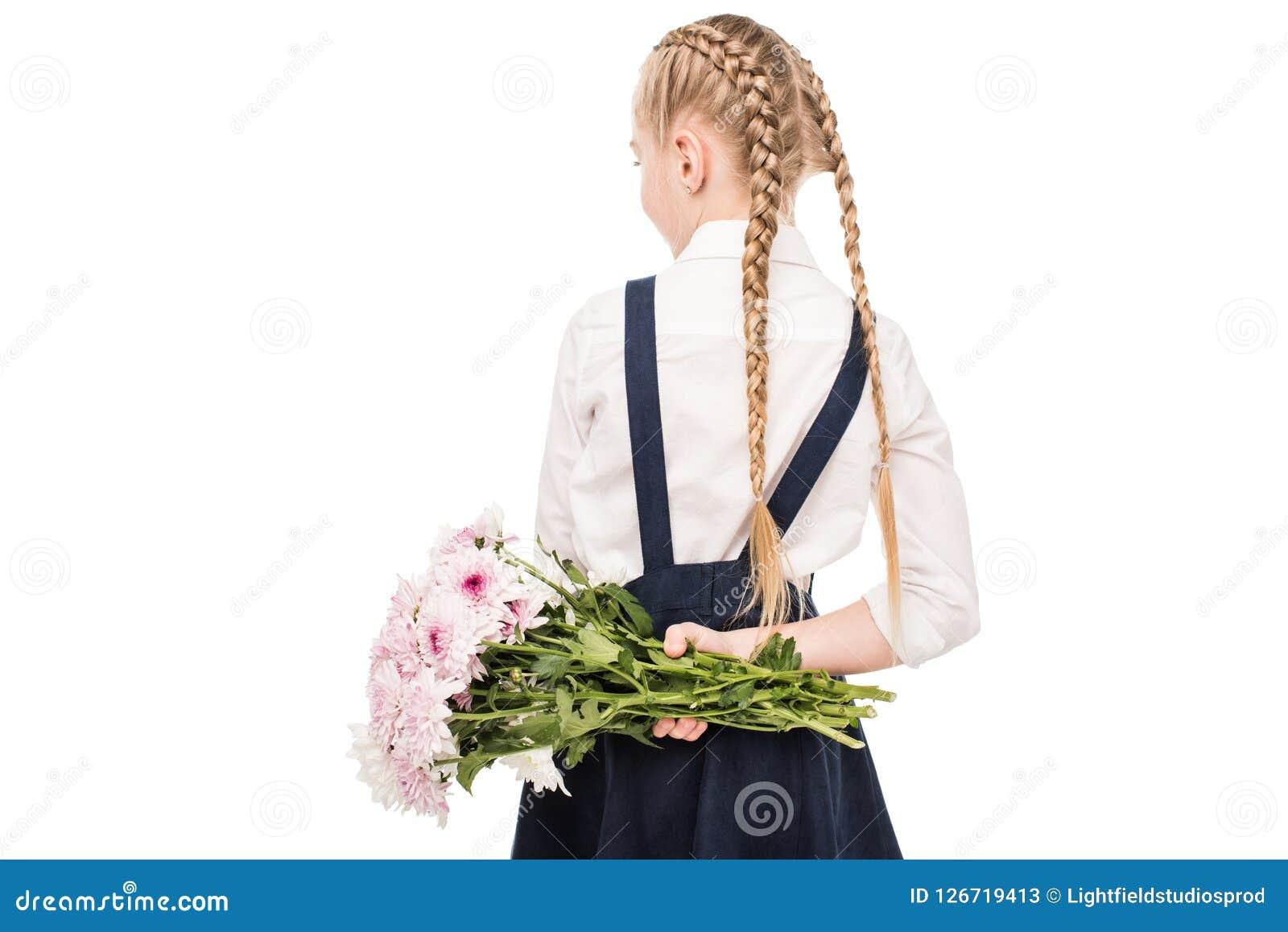 Achtermening van het leuke boeket van de meisjeholding van bloemen