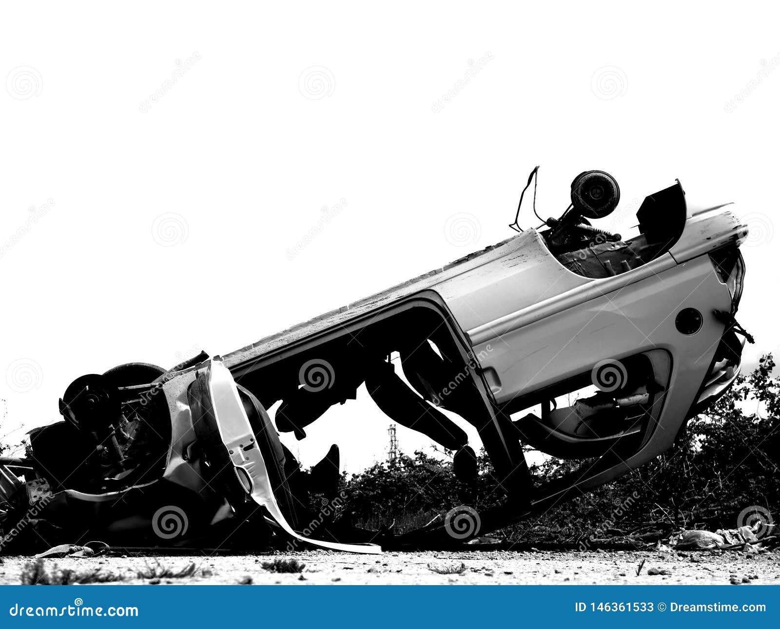 Acidente de trânsito em preto e branco