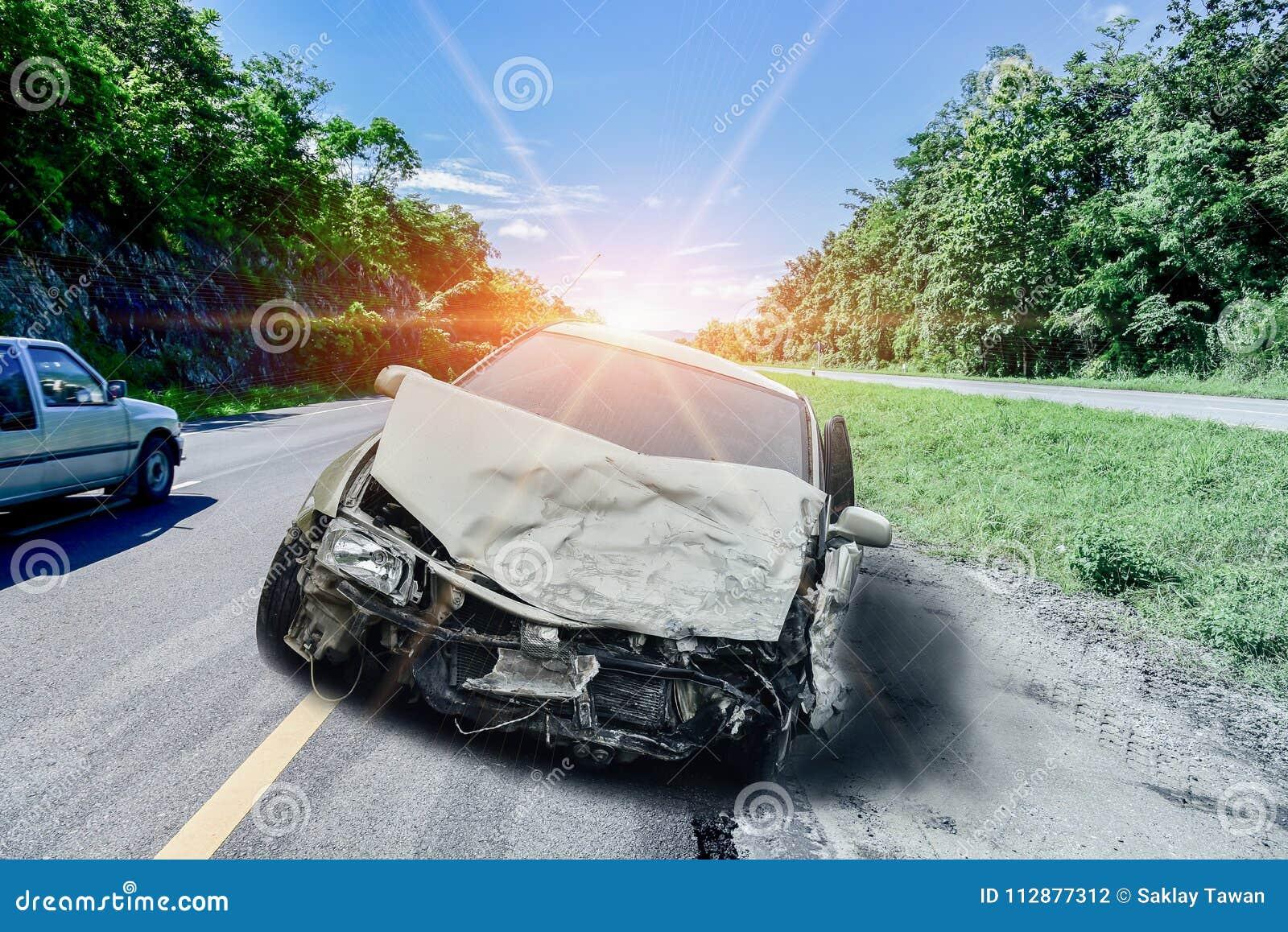 Acidente do acidente de viação na estrada