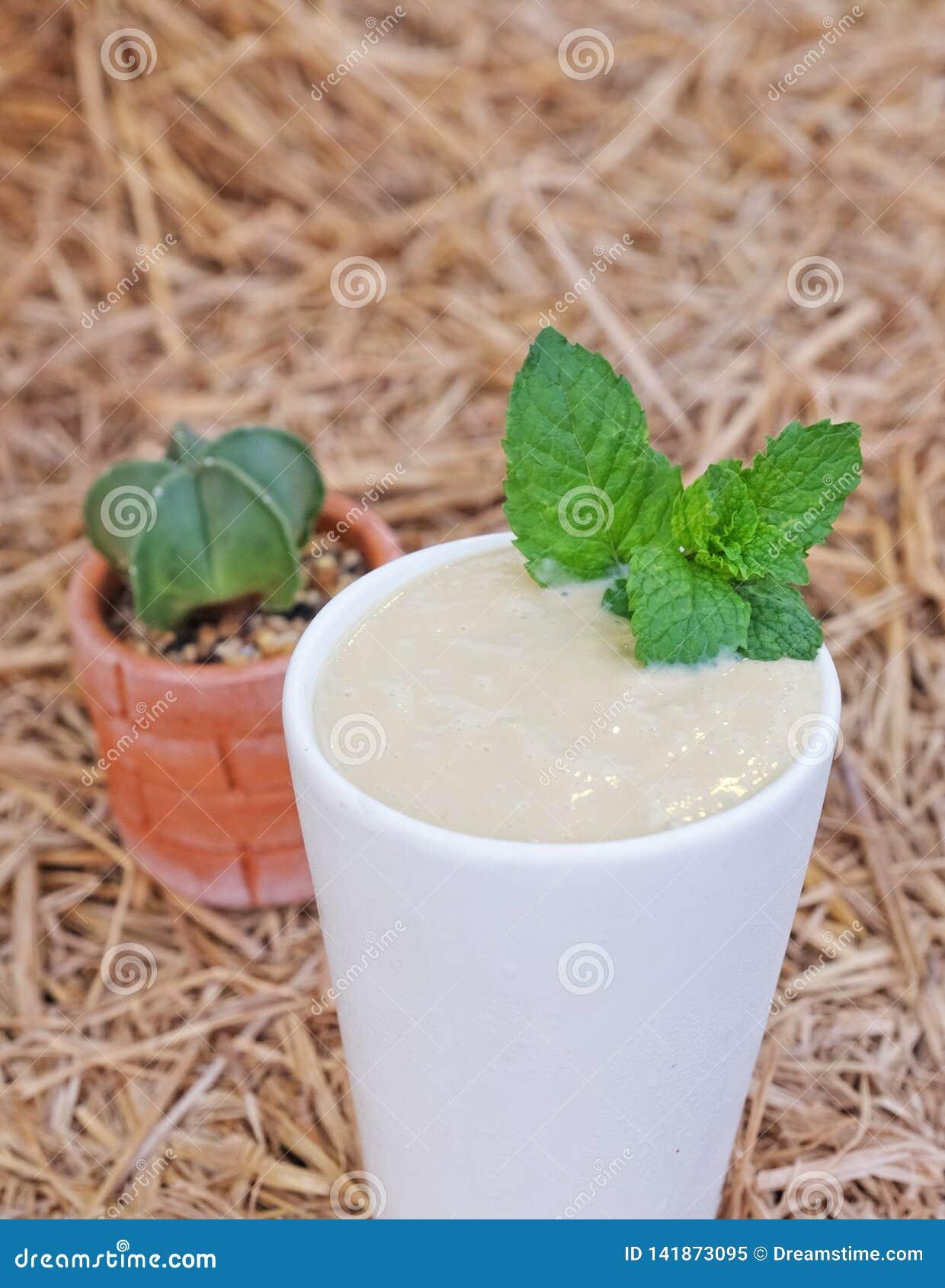 Acocado with milk