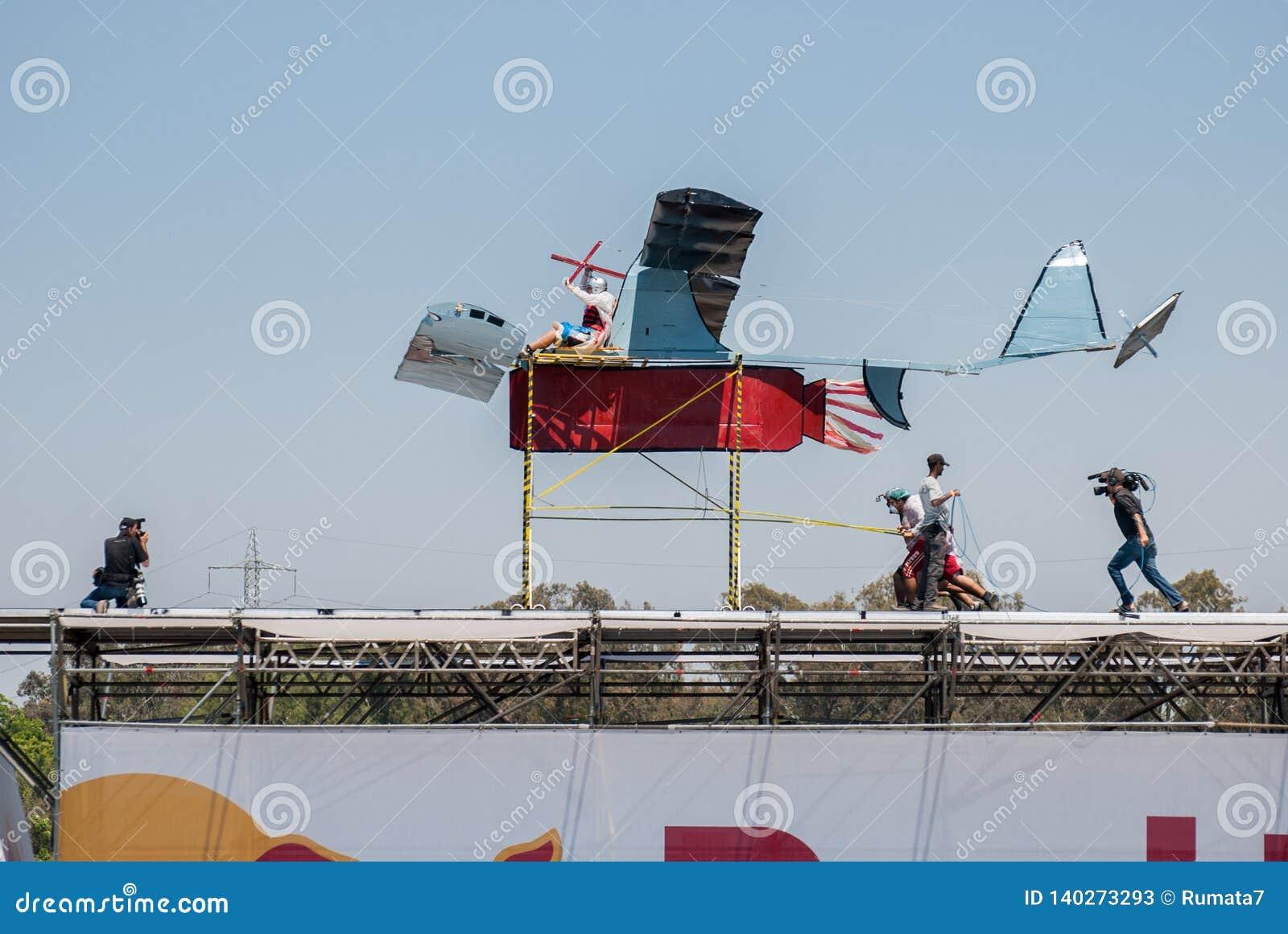 Acontecimiento de Red Bull Flugtag en el parque de Yarkon