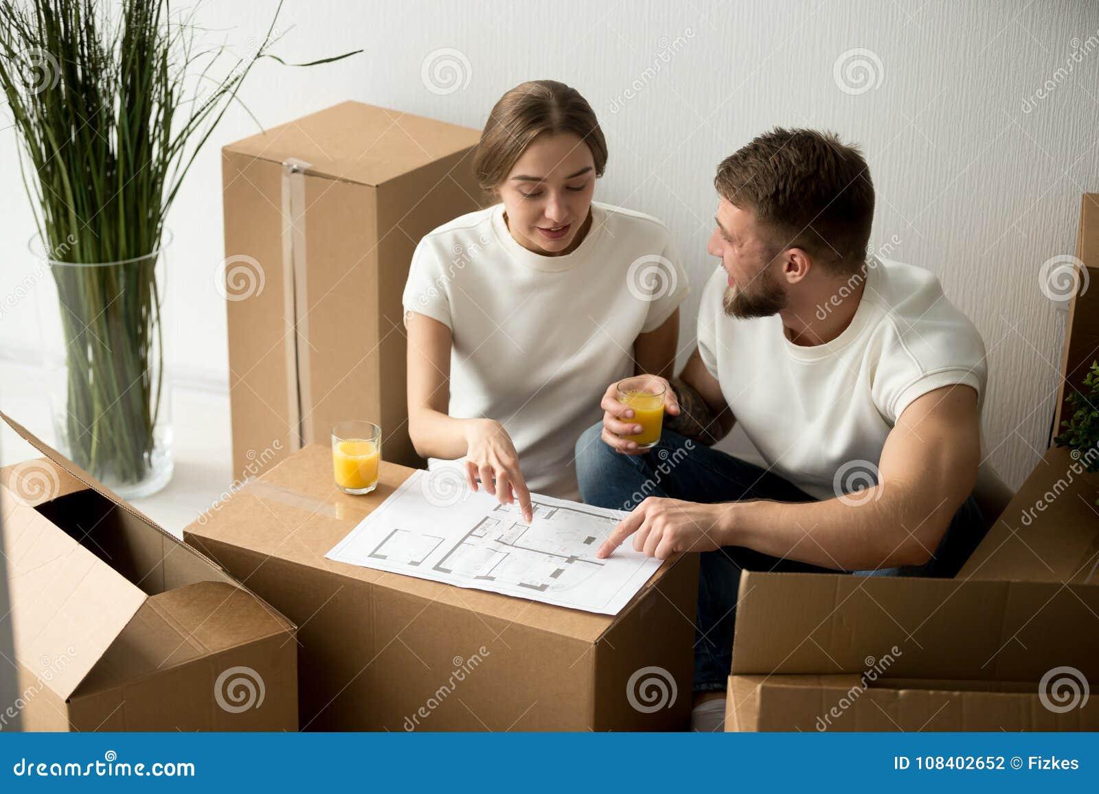 Acople a concordância com o design de interiores home com o plano da casa junto