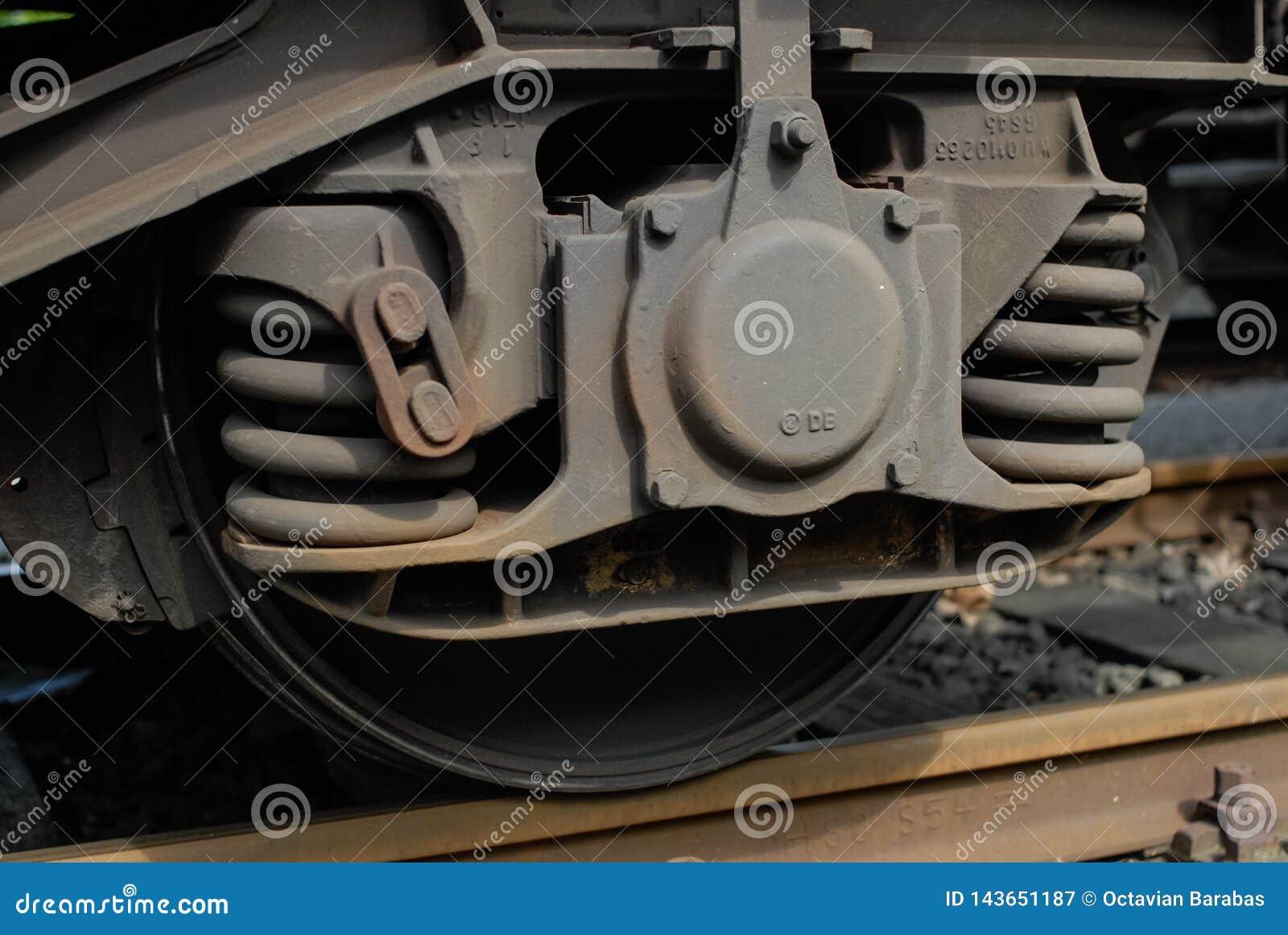 Acople das molas e das rodas no carro de trem