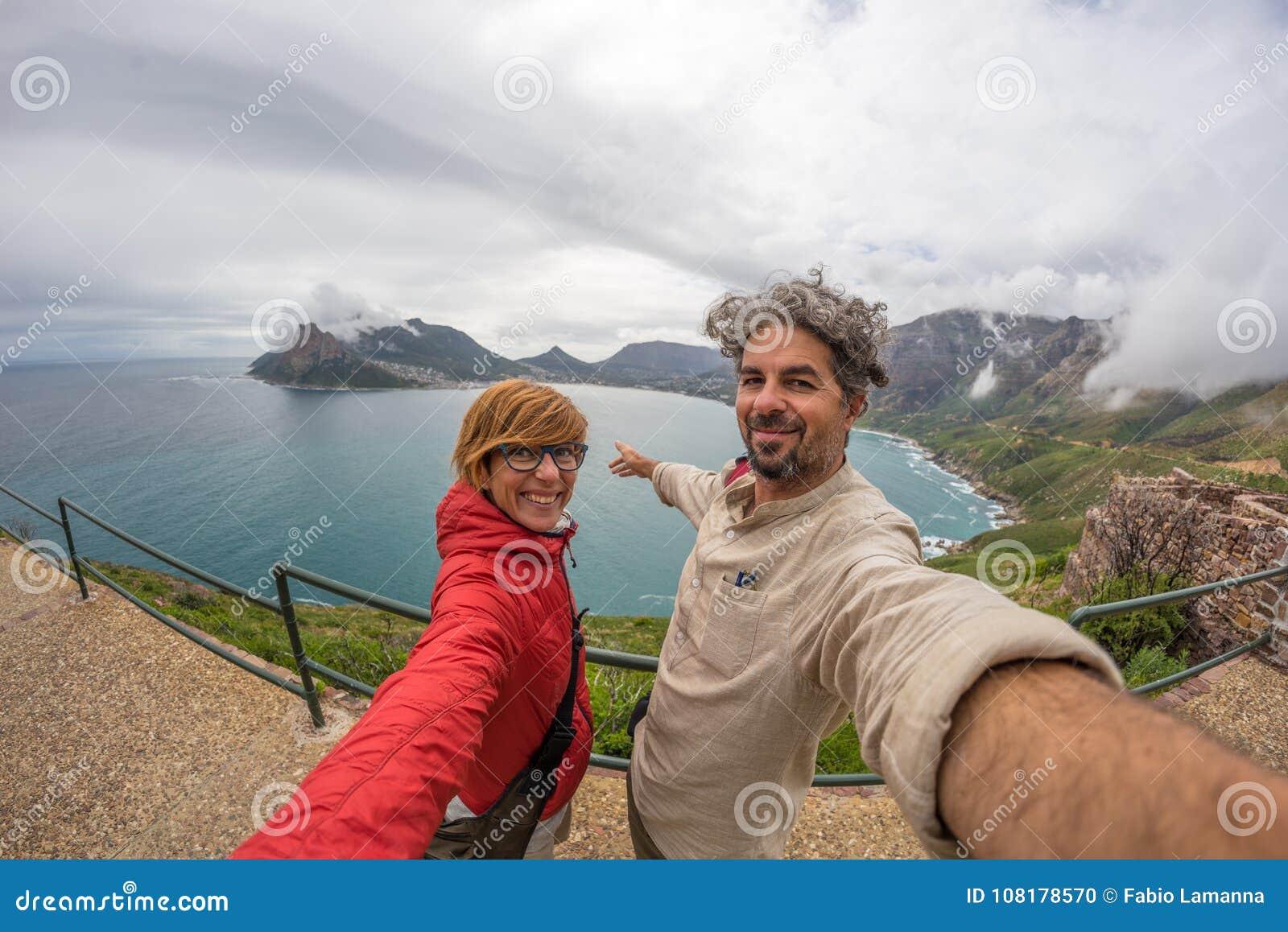 Acople o selfie no ponto do cabo, parque nacional da montanha da tabela, destino cênico do curso em África do Sul Opinião de Fish