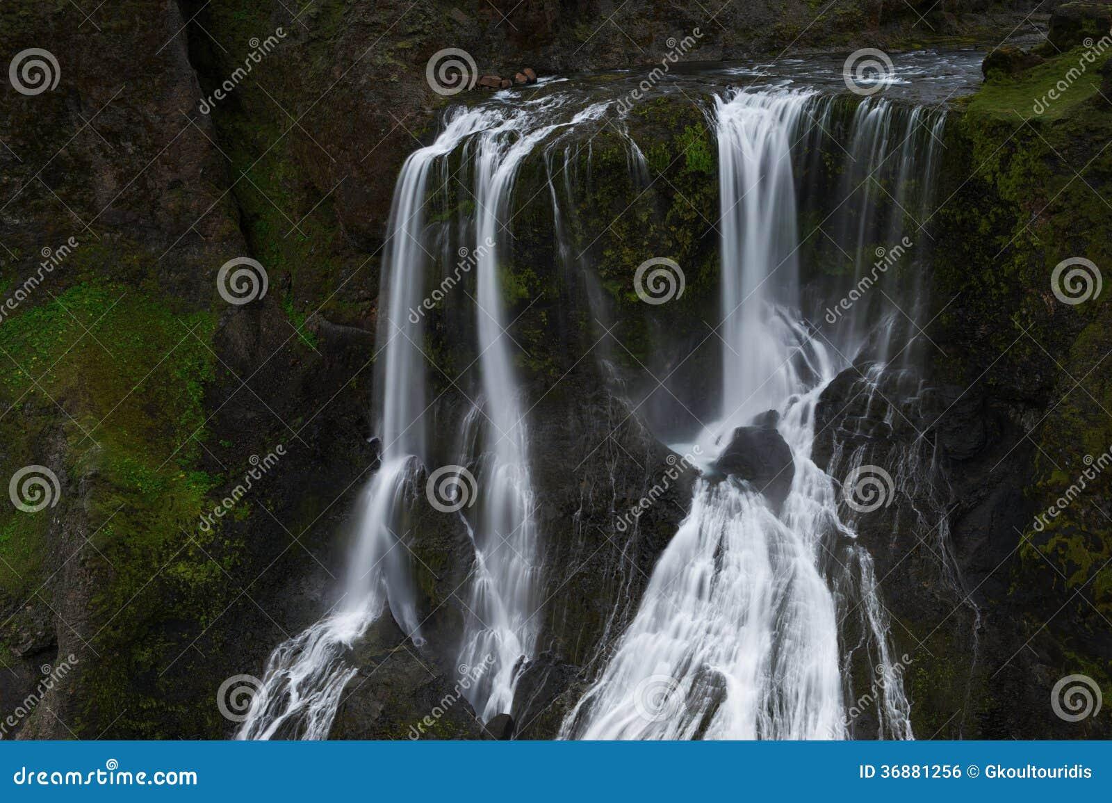 Download Acqua Di Caduta A Fagrifoos (bella Cascata), Islanda Del Sud Fotografia Stock - Immagine di estremo, flusso: 36881256
