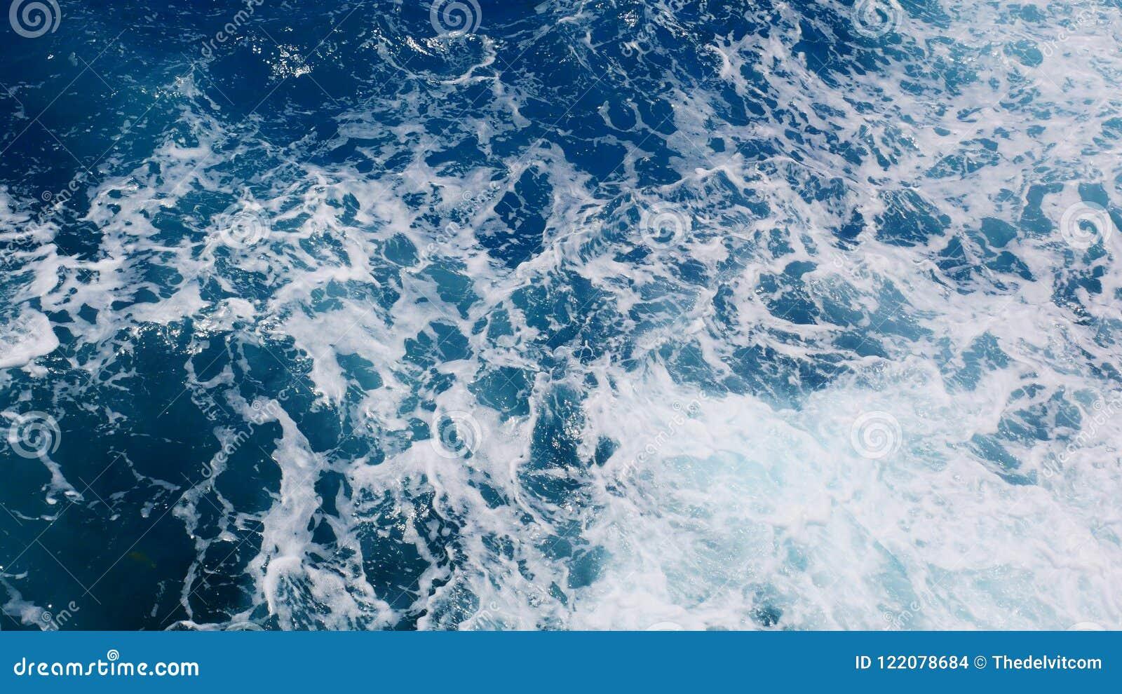 Acqua schiumosa dall oceano, vista superiore dell oceano