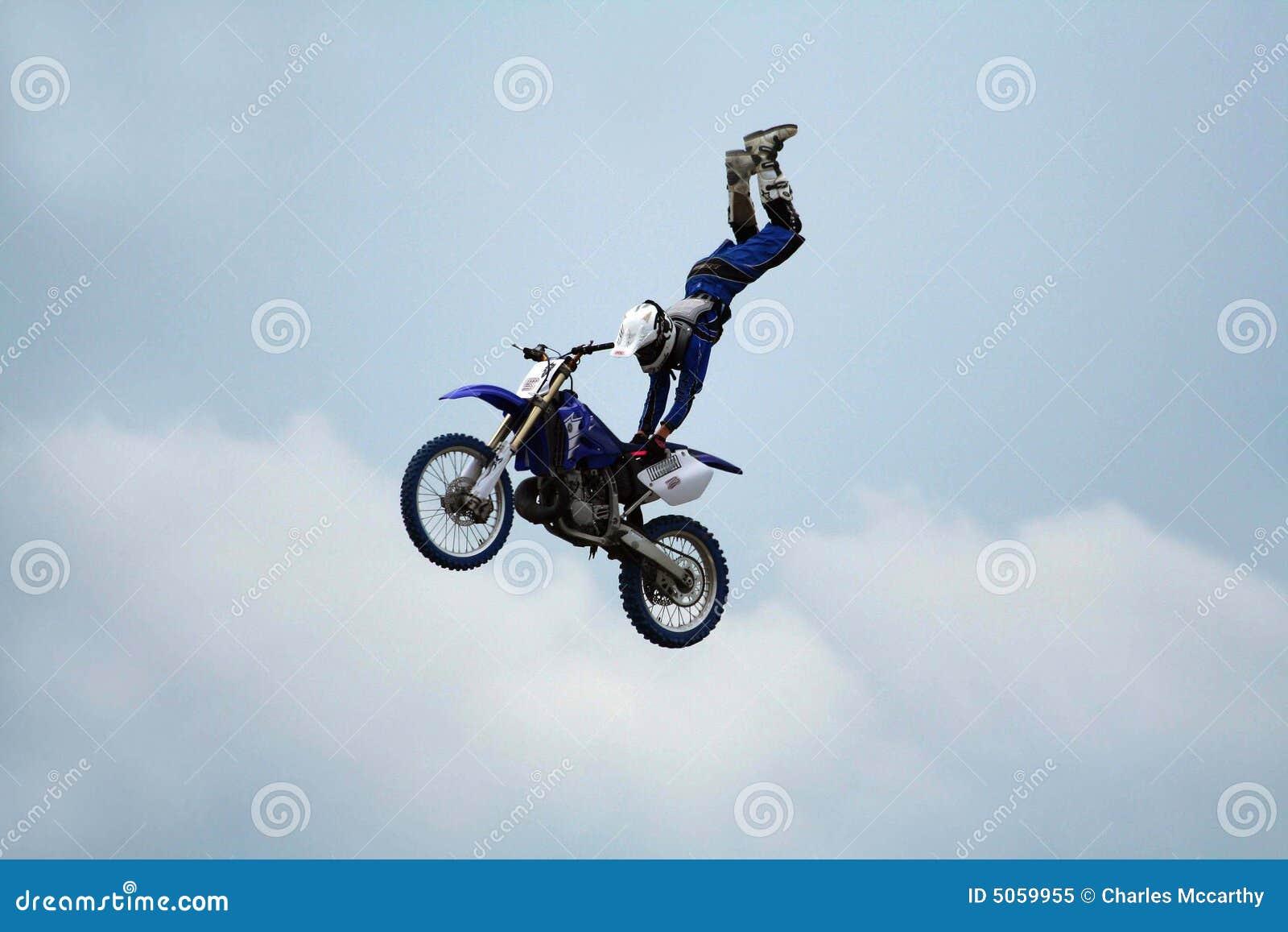 Acrobatics do conluio da motocicleta