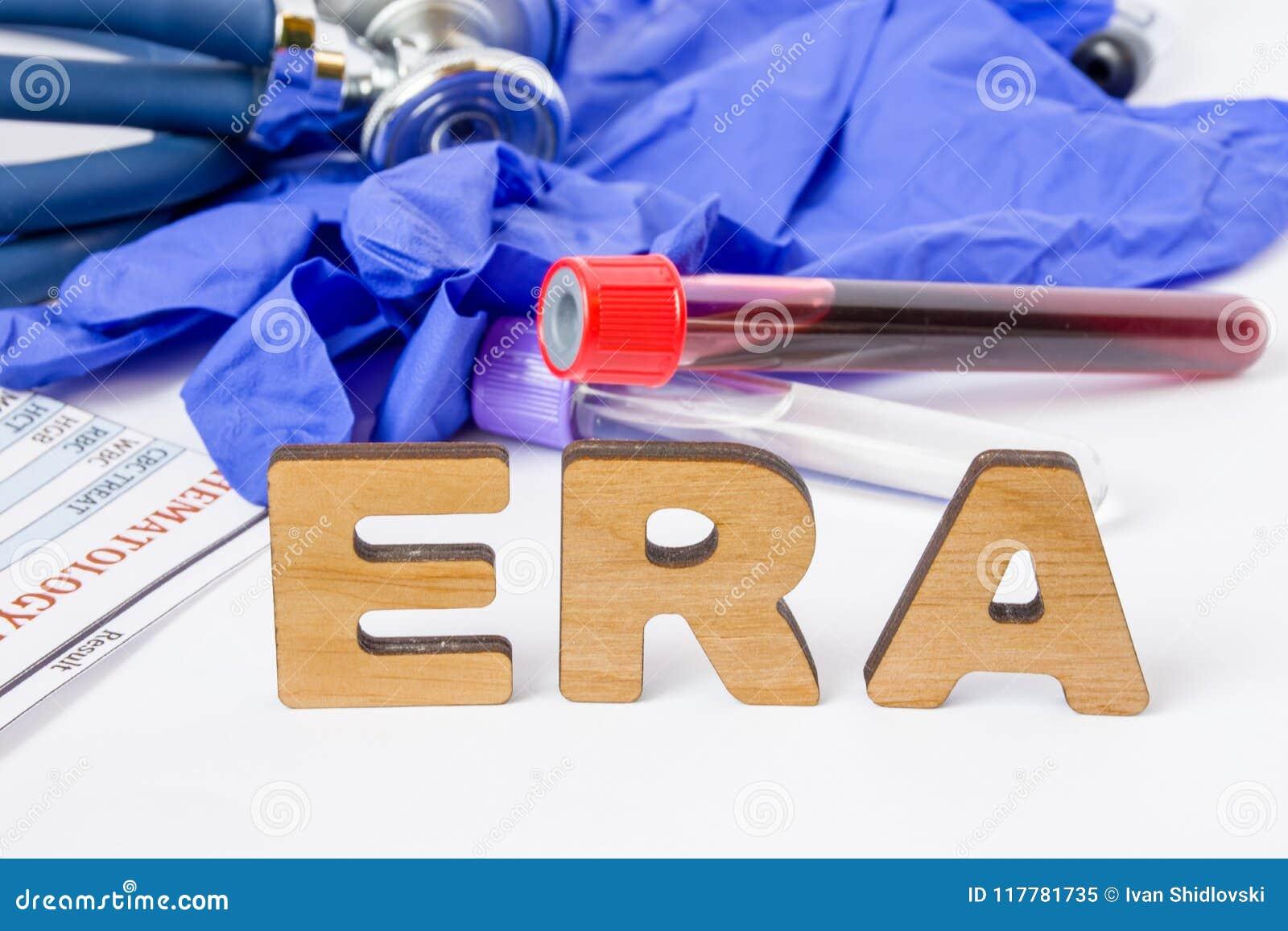 Acronyme de laboratoire clinique d ÈRE ou abréviation médical de l analyse ou de l essai de récepteur d oestrogène pour découvrir
