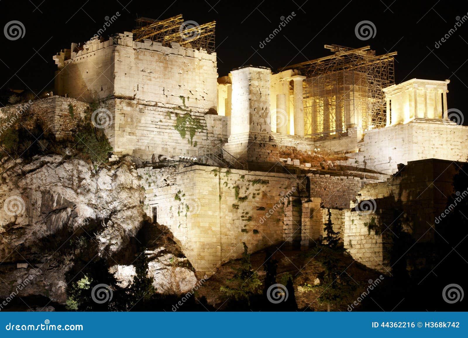 Acropoli di Atene entro la notte La Grecia