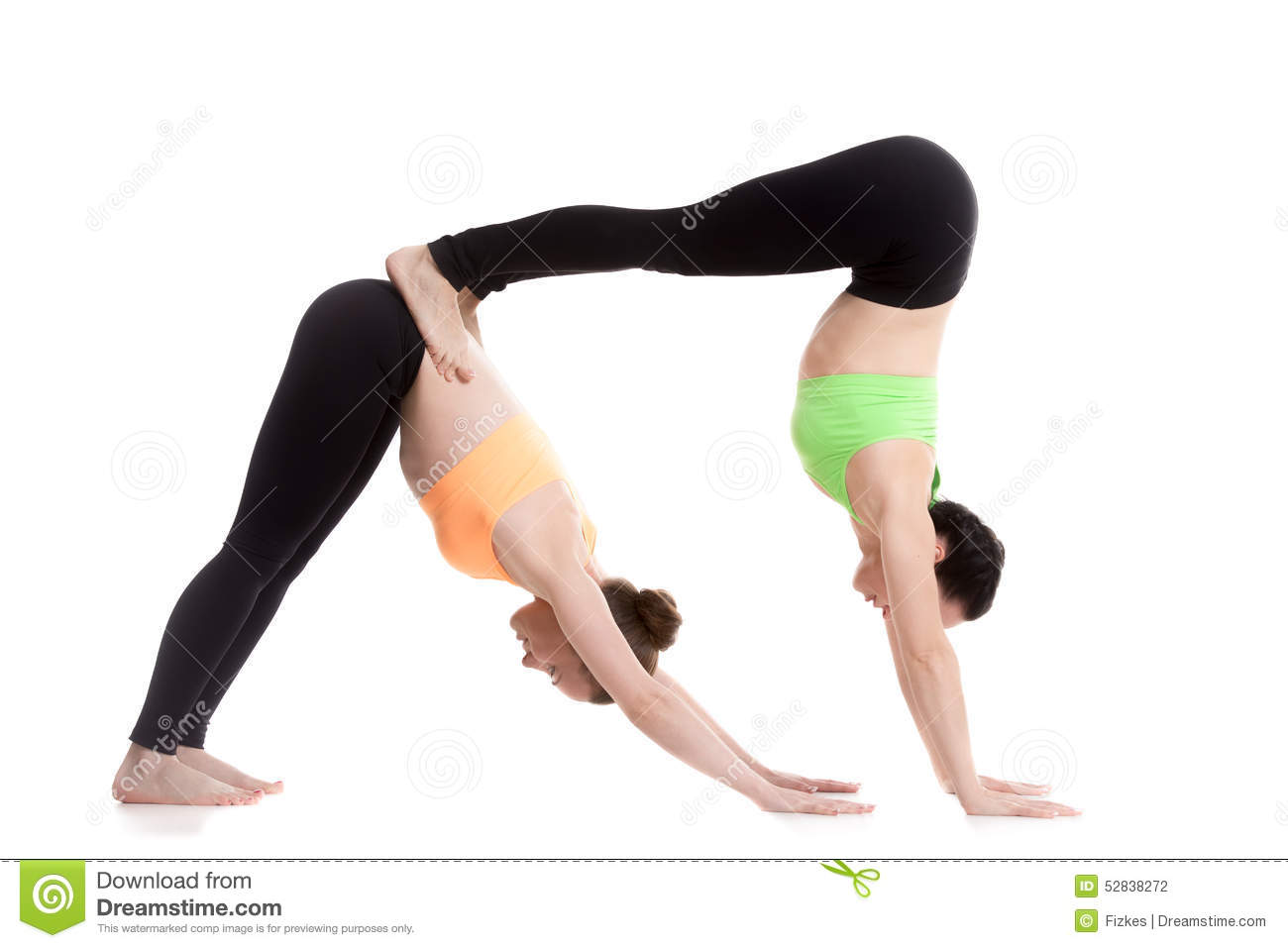 Download Acroyoga Pose Orientee Vers Le Bas De Yoga Chien Photo Stock