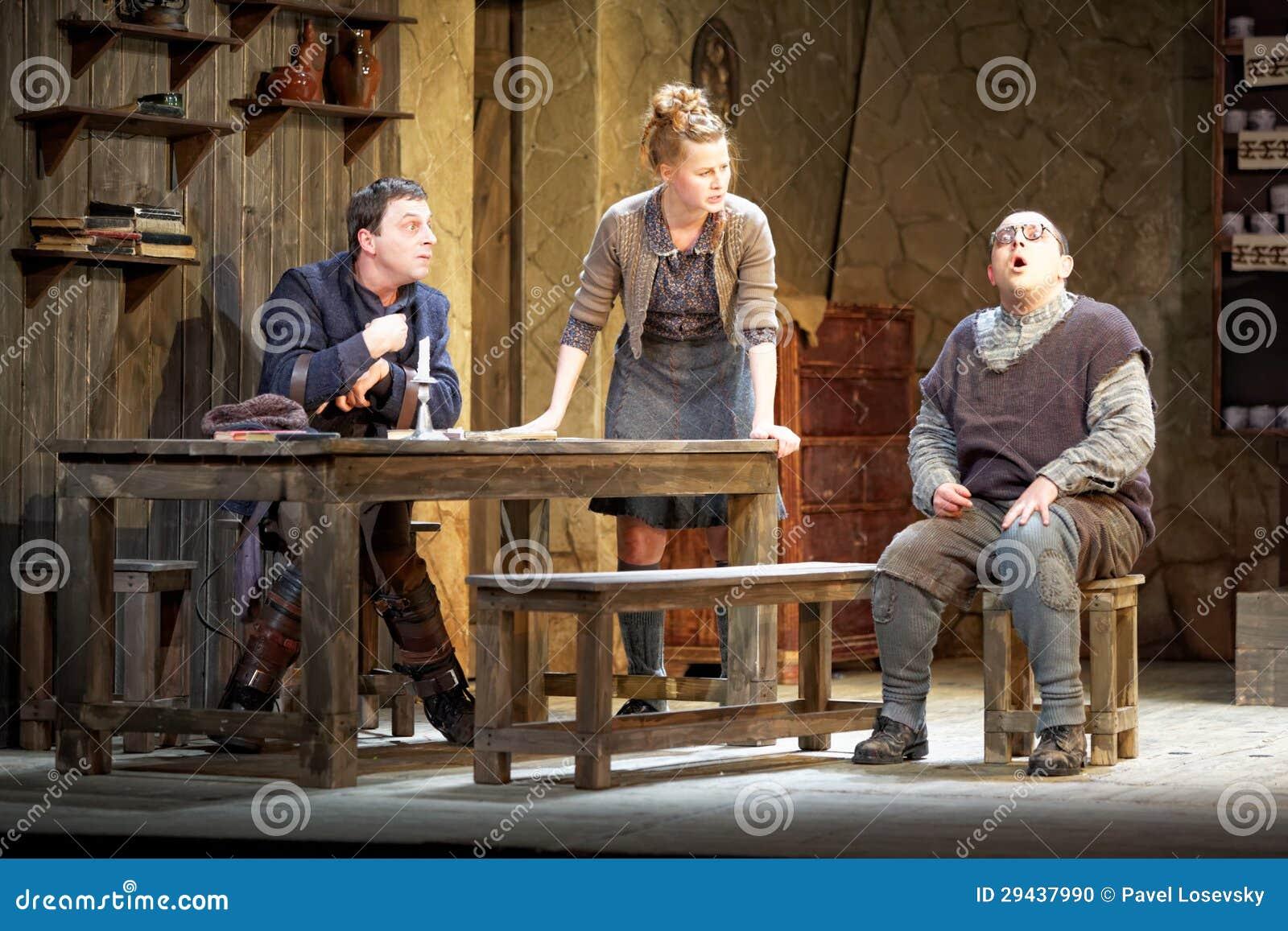 Acteurs sur l étape du théâtre de Taganka