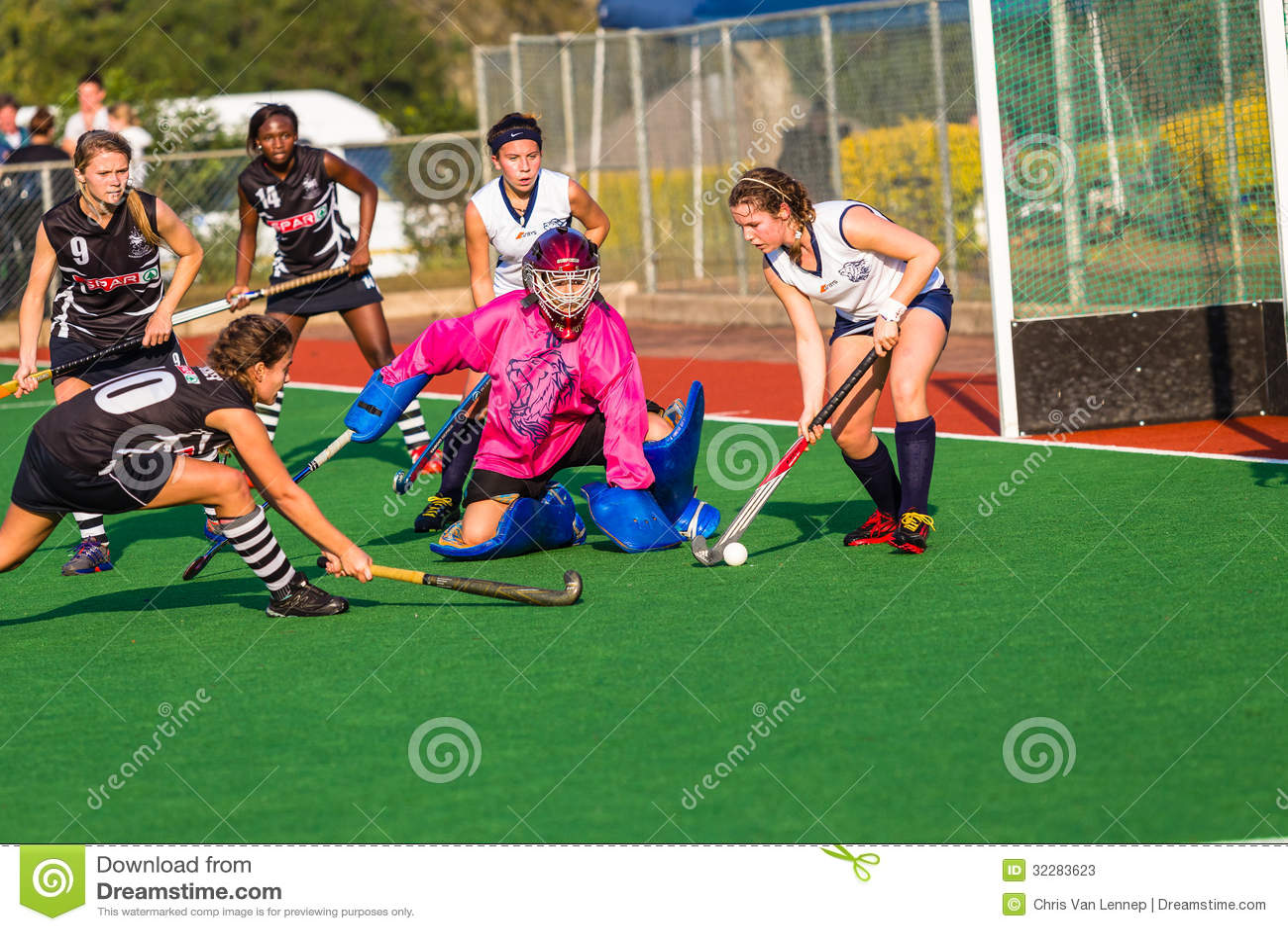 Action de défense de gardien de but de filles d hockey