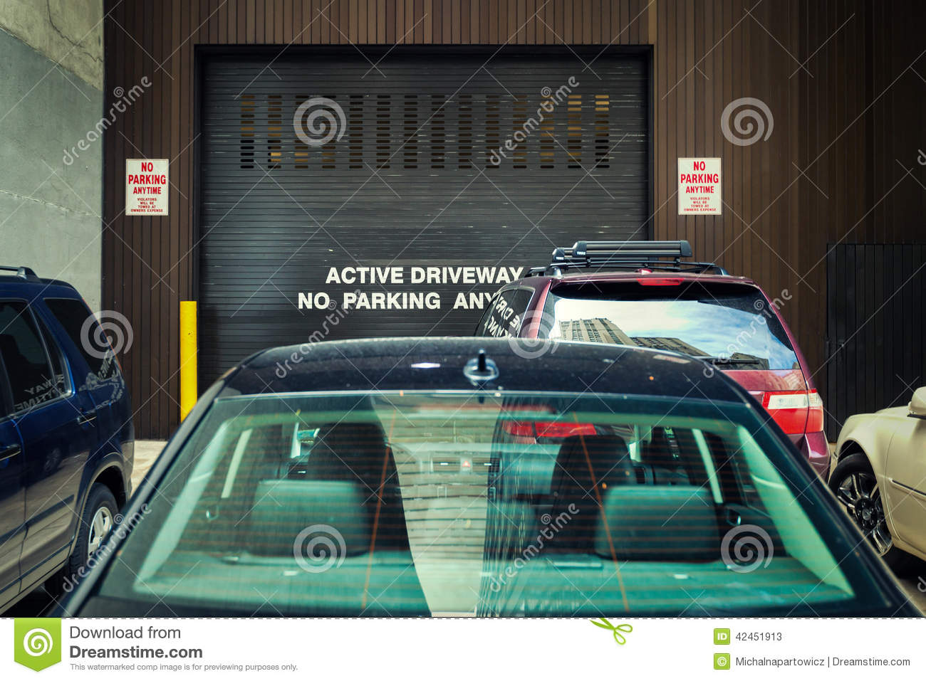 Active driveway No Parking & Active driveway No Parking stock image. Image of property - 42451913