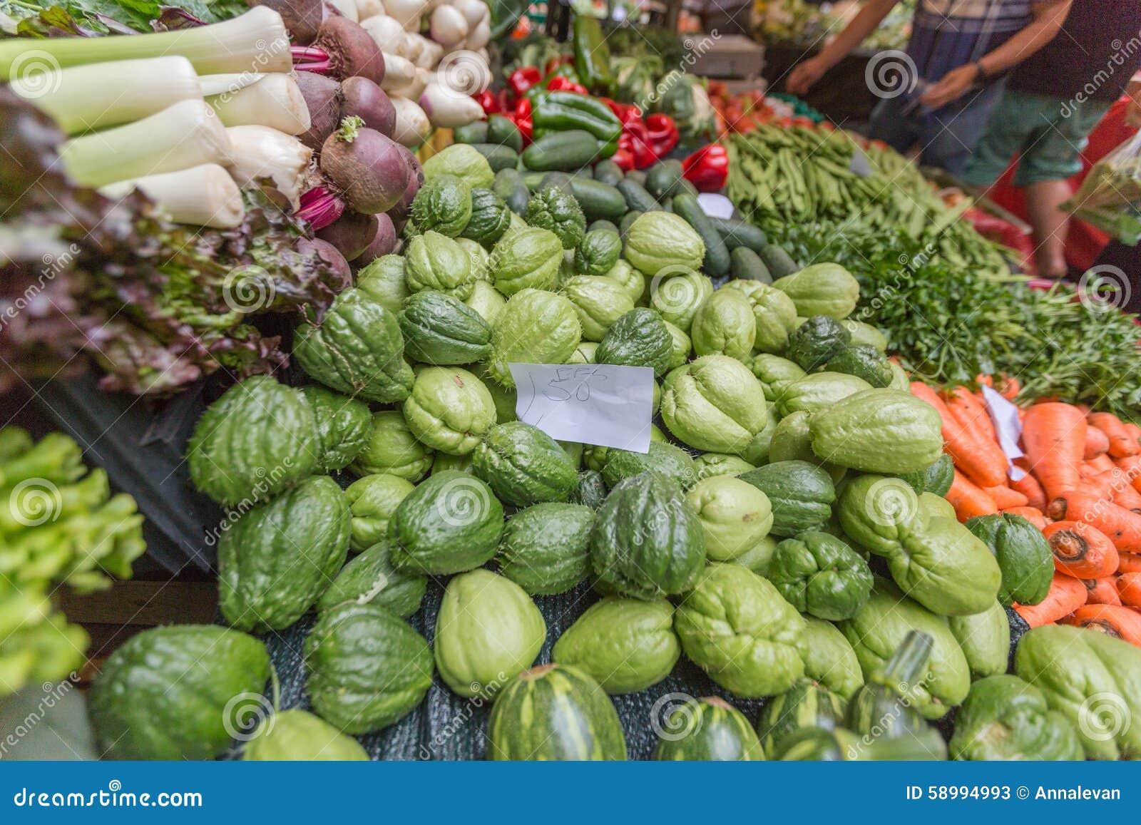 Activer le march de fruits et l gumes funchal mad re photo stock image 58994993 - Fruits et legumes de a a z ...
