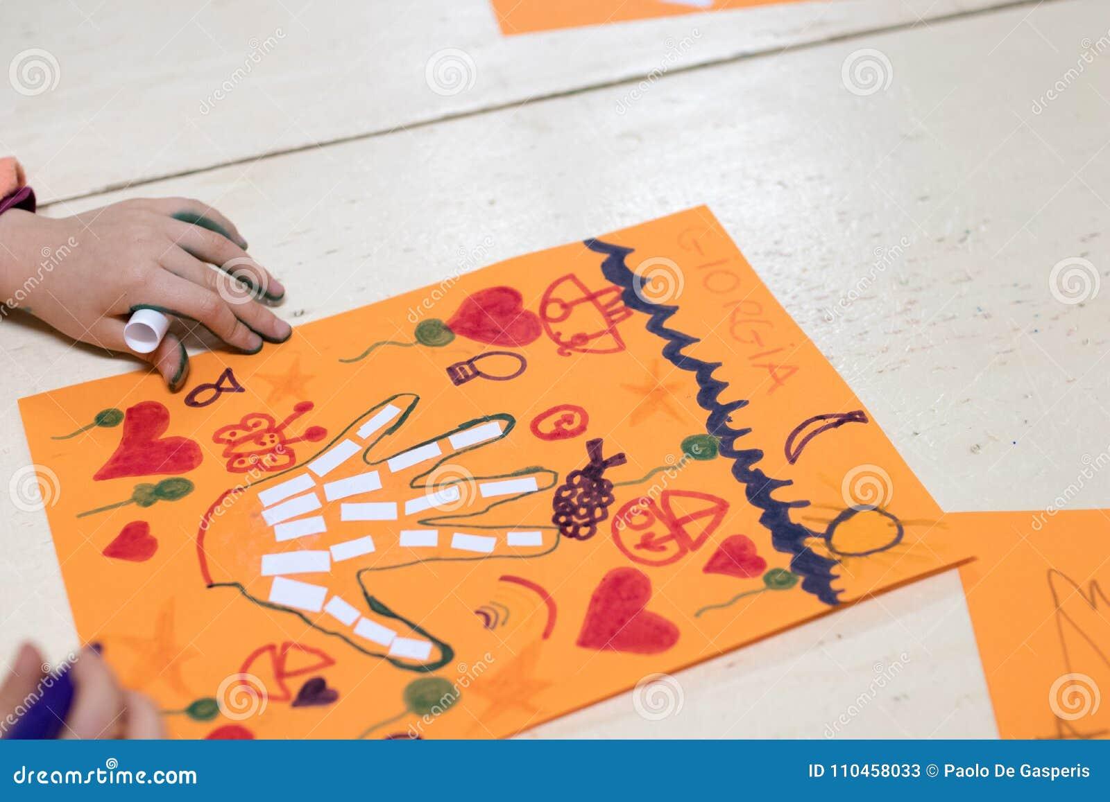 Actividad científica para los niños, el dibujo y el collage del bon