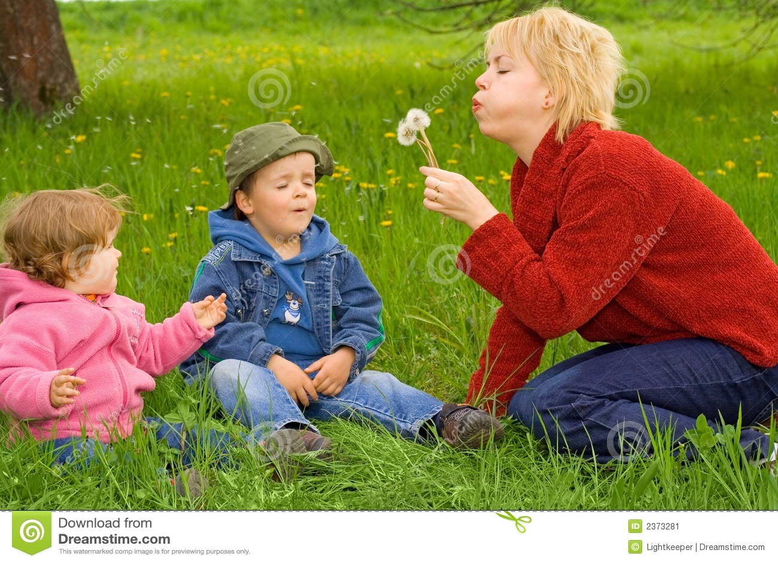 Actividades de la familia al aire libre imagen de archivo - Actividades para ninos al aire libre ...
