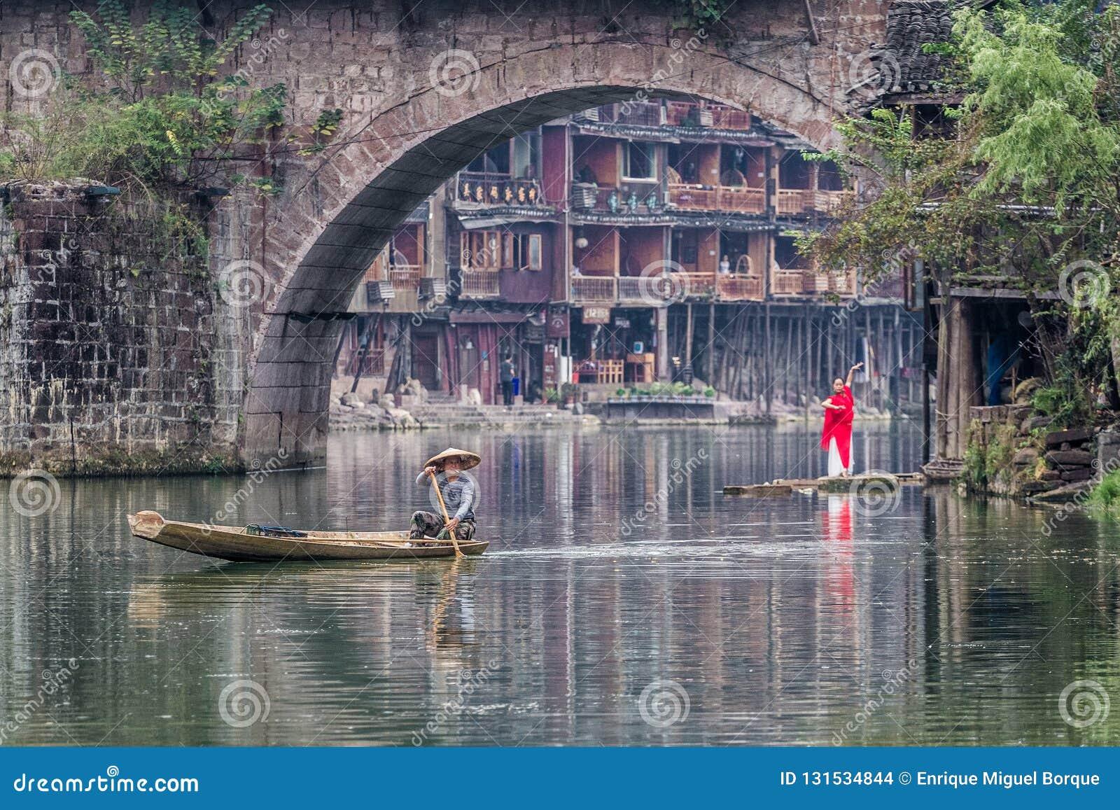 Activité traditionnelle de matin dans Fenghuang
