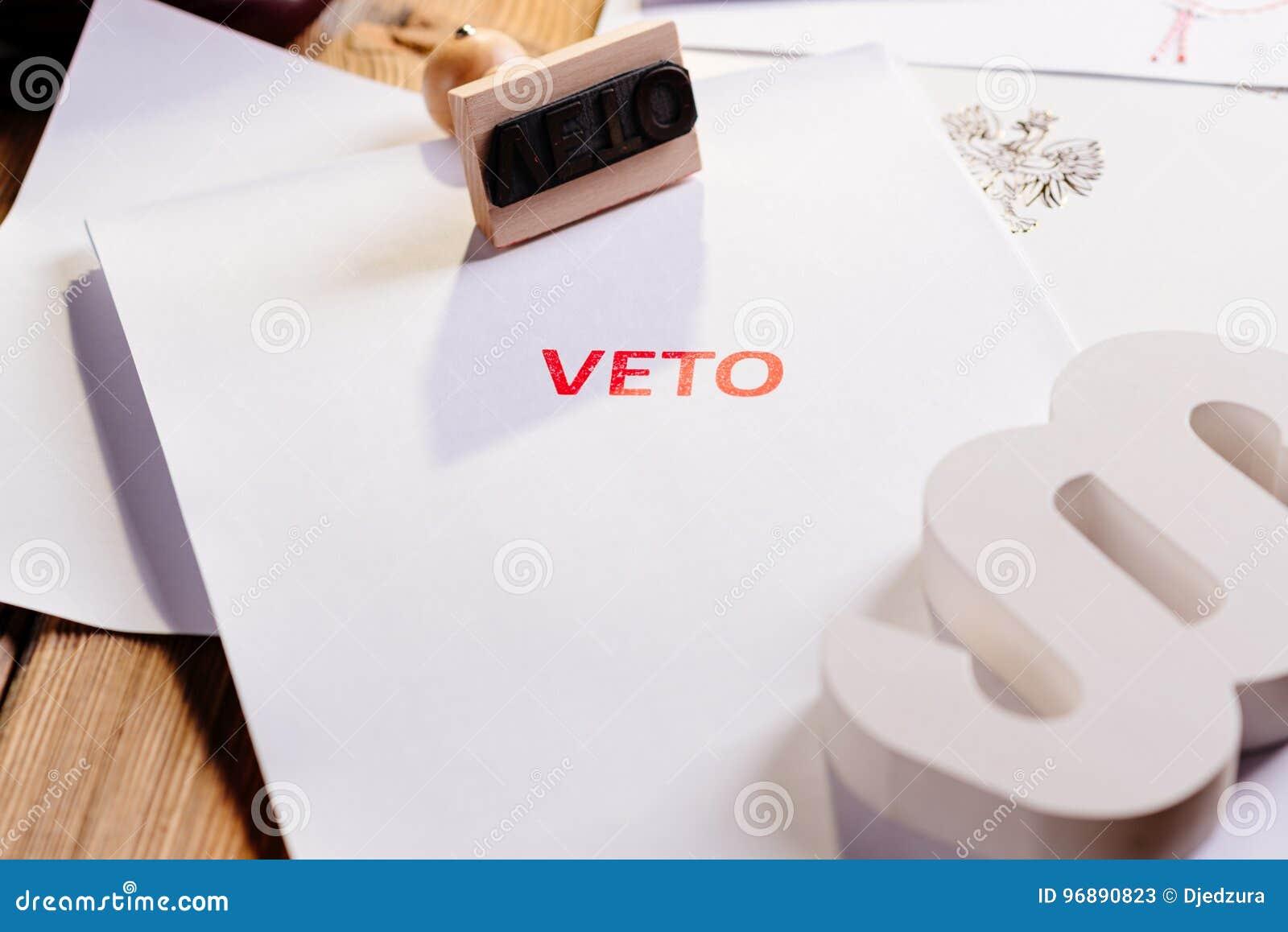 Acto de la ley con el sello rojo del veto